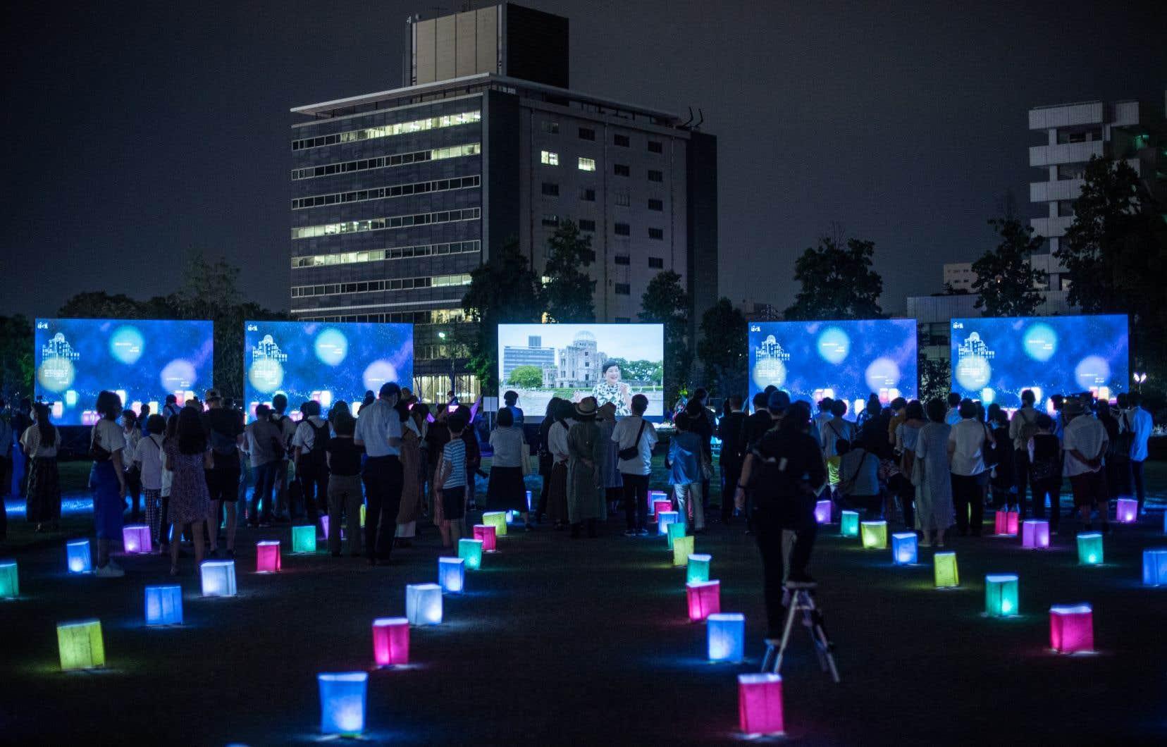Le Japon a commémoré jeudi la première attaque nucléaire de l'histoire, survenue le 6 août 1945 à Hiroshima, dans le contexte particulier de la pandémie de coronavirus qui a contraint à limiter cette année les hommages aux victimes.