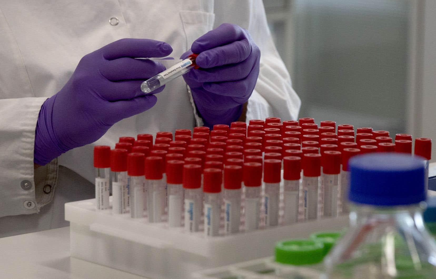 On recense 26 vaccins différents contre la COVID-19 au stade des essais cliniques.