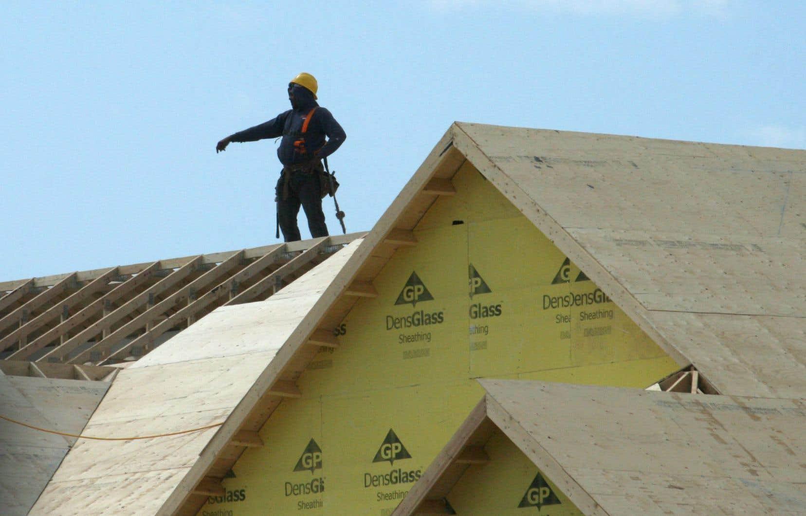 <p>Les travailleurs du secteur de la construction du bâtiment sont désormais les plus atteints par les maladies liées à l'exposition à l'amiante.</p>