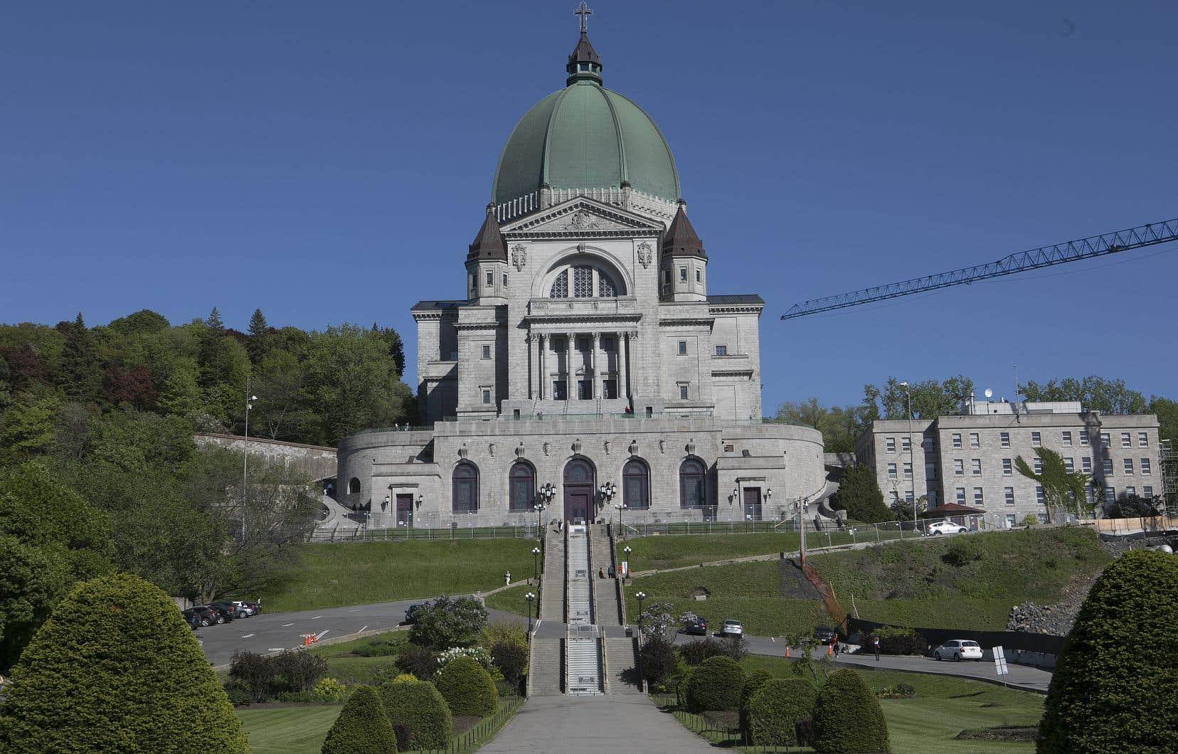 En matière de tourisme, l'oratoire occupe la deuxième place du podium montréalais des lieux les plus fréquentés, après le casino.