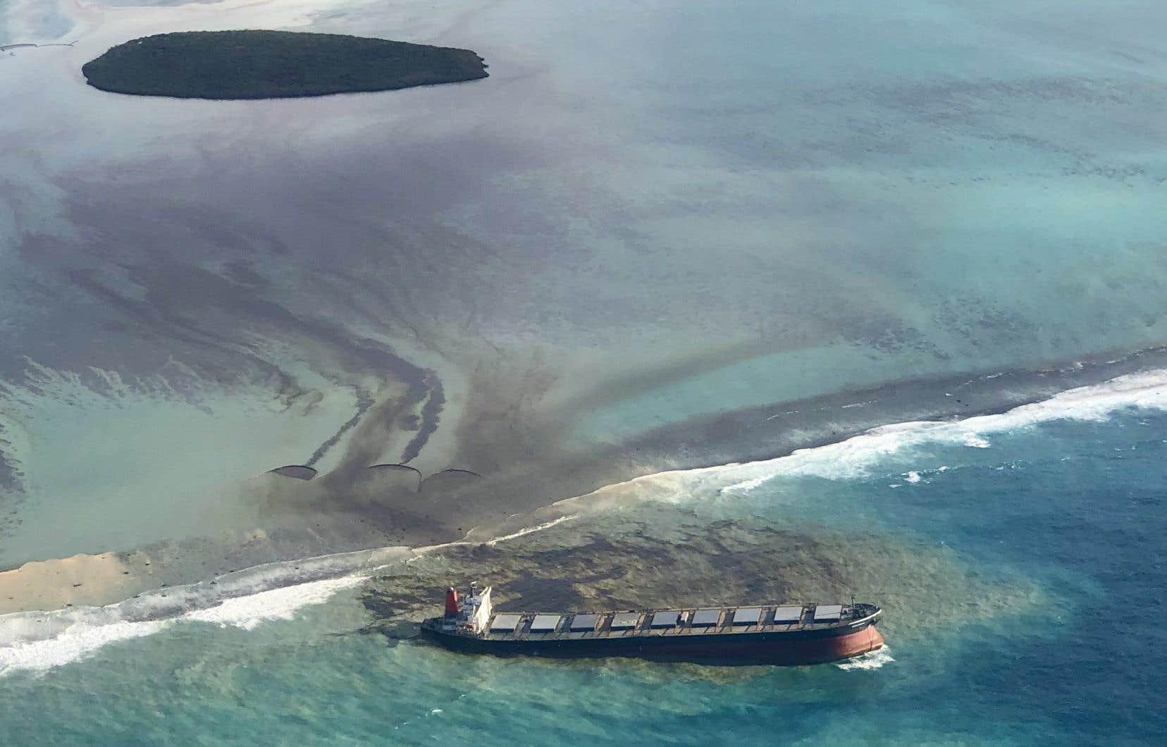 Le vraquier «Wakashio» s'est échoué le 25juillet à quelques centaines de mètres de la Pointe d'Esny, au sud-est de l'île Maurice.