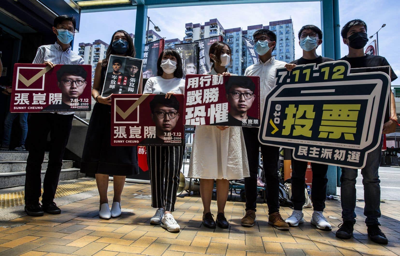 Des candidats pro-démocratie ont été disqualifiés des élections législatives de Hong Kong.