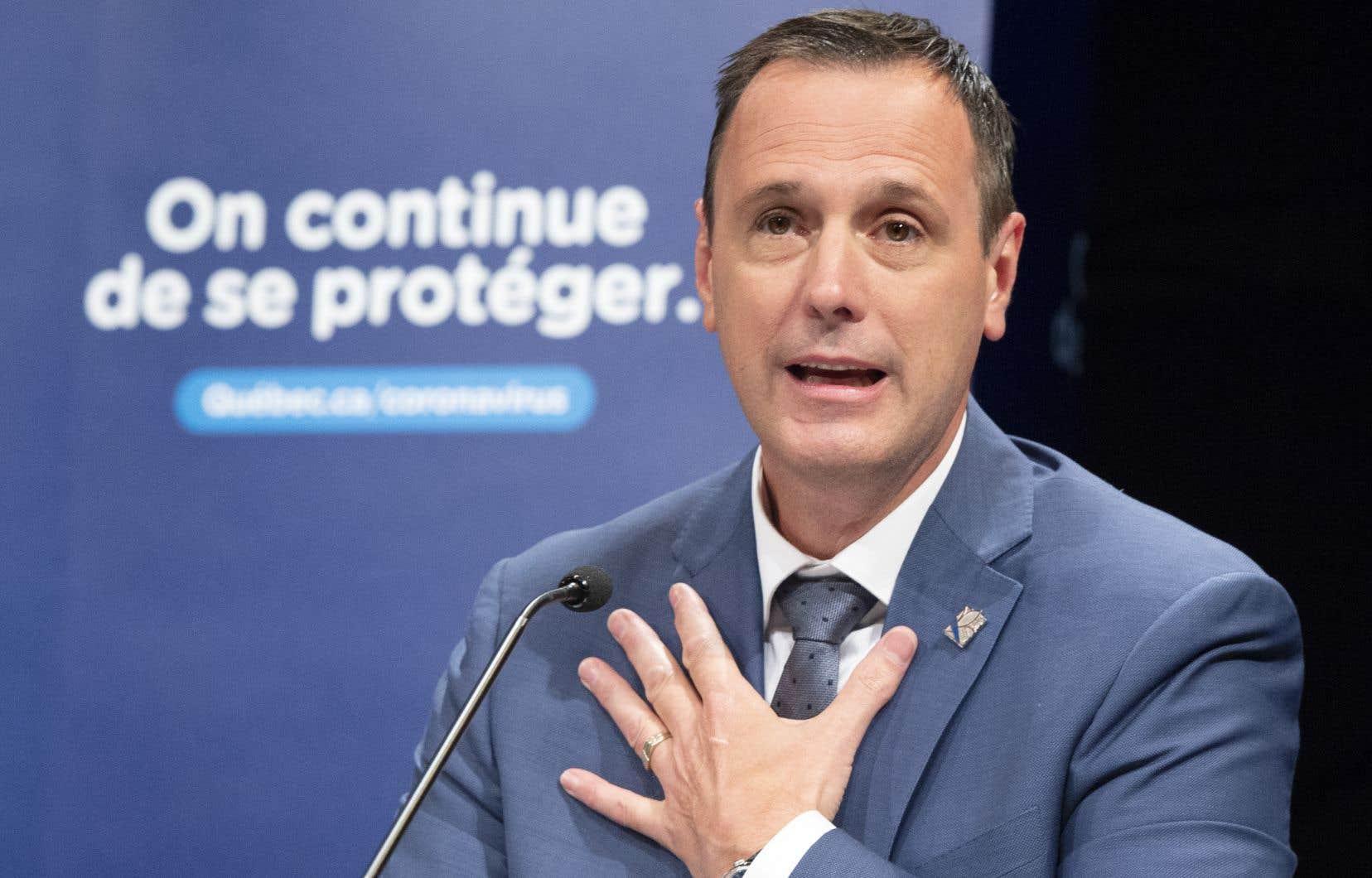 Le ministre de l'Éducation, Jean-François Roberge, a présenté lundi les lignes directrices de son plan en vue de l'année scolaire qui s'amorcera à la fin du mois d'août.