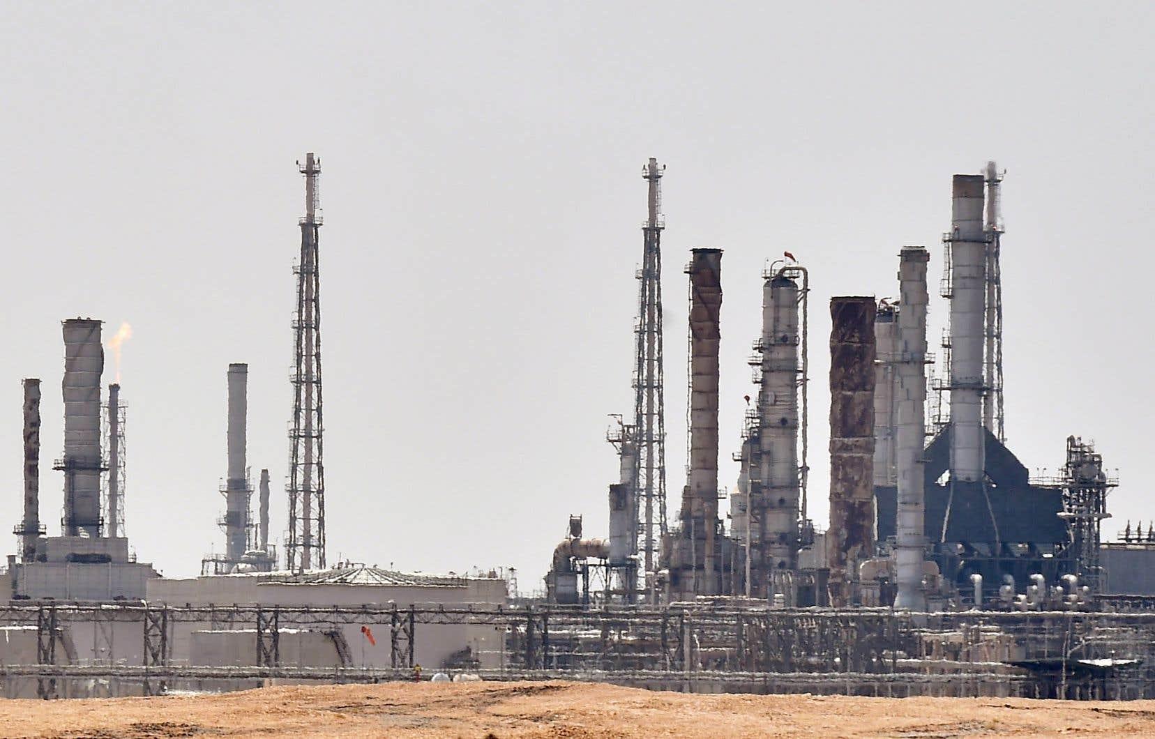 Une installation d'exploitation pétrolière d'Aramco près de Riyad. L'entreprise saoudienne a annoncé dimanche une chute de 73% de son bénéfice net au deuxième trimestre.
