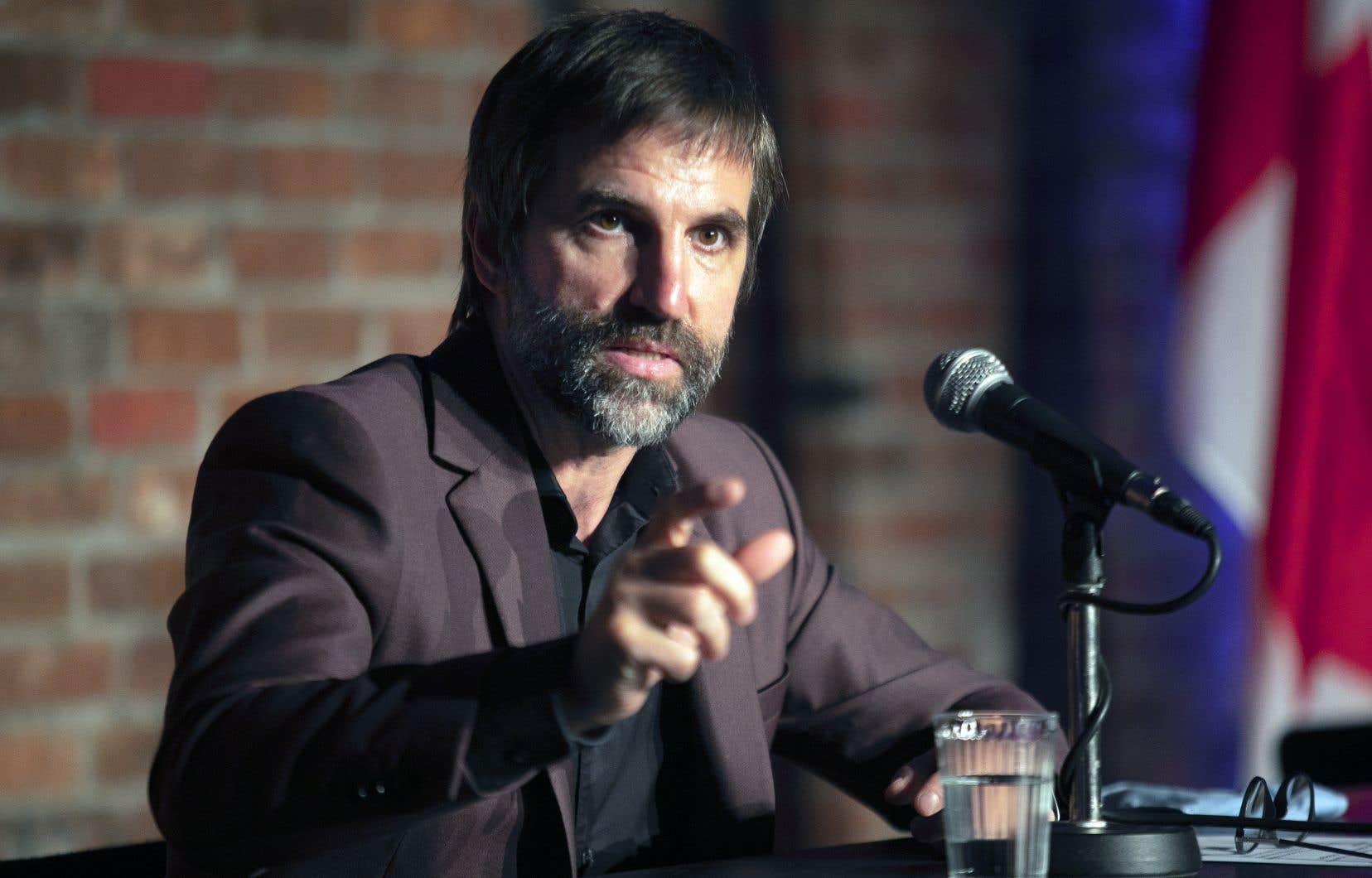 Le ministre du Patrimoine canadien, Steven Guilbeault, lors d'une conférence de presse à l'Usine C.