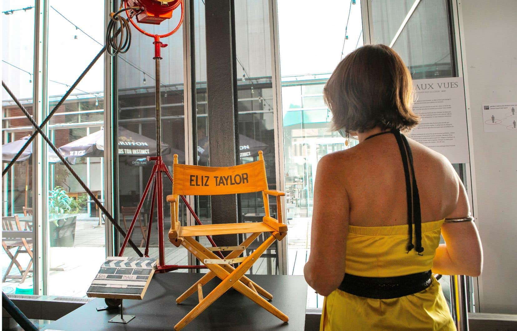 La chaise de l'actrice Elizabeth Taylor pour «Raintree County» (1957), un don de Normand Houle, fait partie de l'exposition «Allons aux vues» à la Cinémathèque.