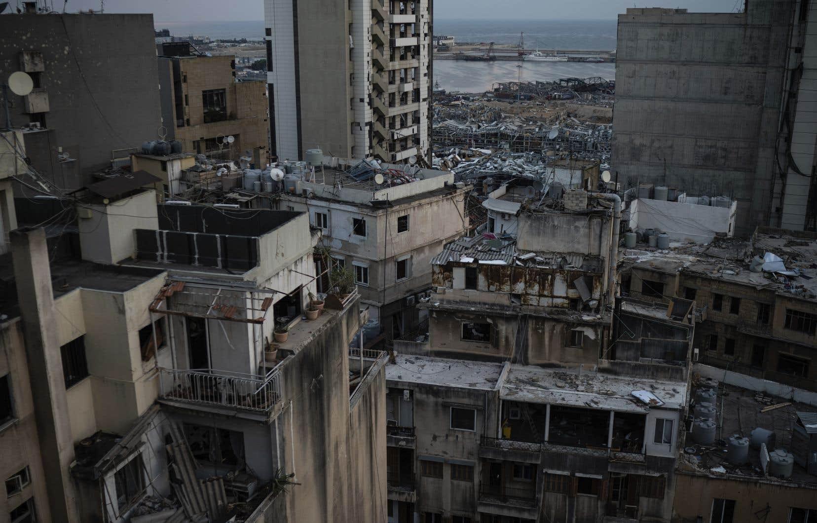 «[L'explosion] est venue anéantir le peu de souffle qui restait encore à une population meurtrie, appauvrie, volée par ses gouverneurs et laissée à elle-même», soutient l'autrice.