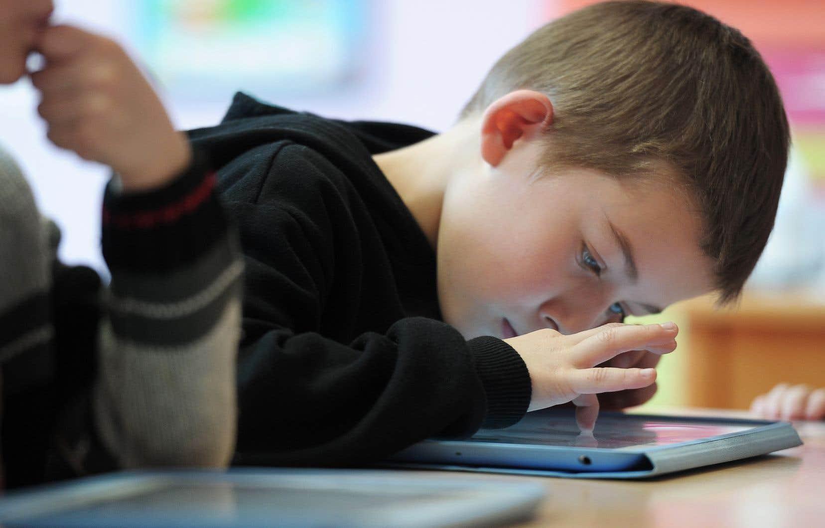 Cette réserve de matériel informatique vise à ce que tous les élèves du Québec puissent avoir accès à un enseignement à distance de qualité, peu importe la situation.