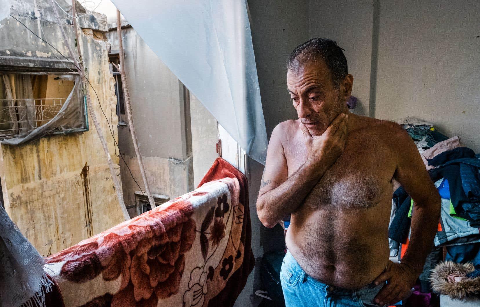 Abdu Barakat a tout perdu lors de l'explosion, mais «grâce à Dieu», ses enfants et sa conjointe s'en sont sortis indemnes, explique-t-il, les mains tremblantes. Lorsque ses fils entendent le moindre claquement, ils se jettent dans ses bras, traumatisés.