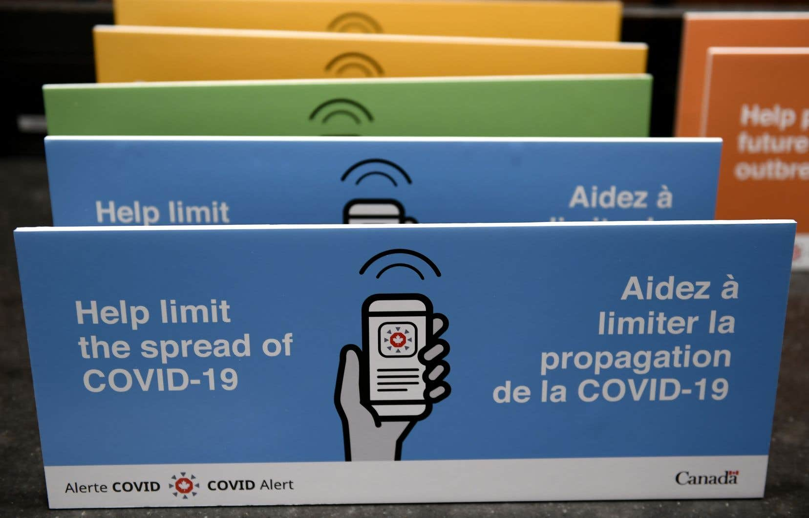 Ottawa a lancé le mois dernier l'application Alerte COVID, qui prévient les utilisateurs s'étant trouvés près de personnes déclarées positives à la maladie.