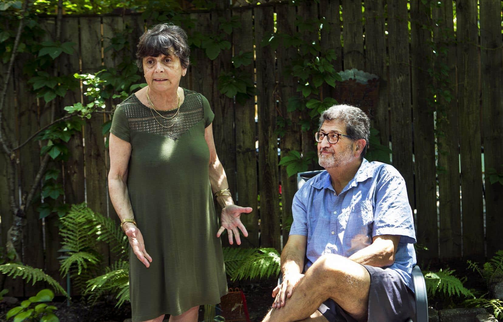 Pierre Naccache, Libanais d'origine, vie au Québec depuis 30 ans. On le voit ici en compagnie de son épouse Lina Farès, dans leur jardin du Plateau-Mont-Royal.