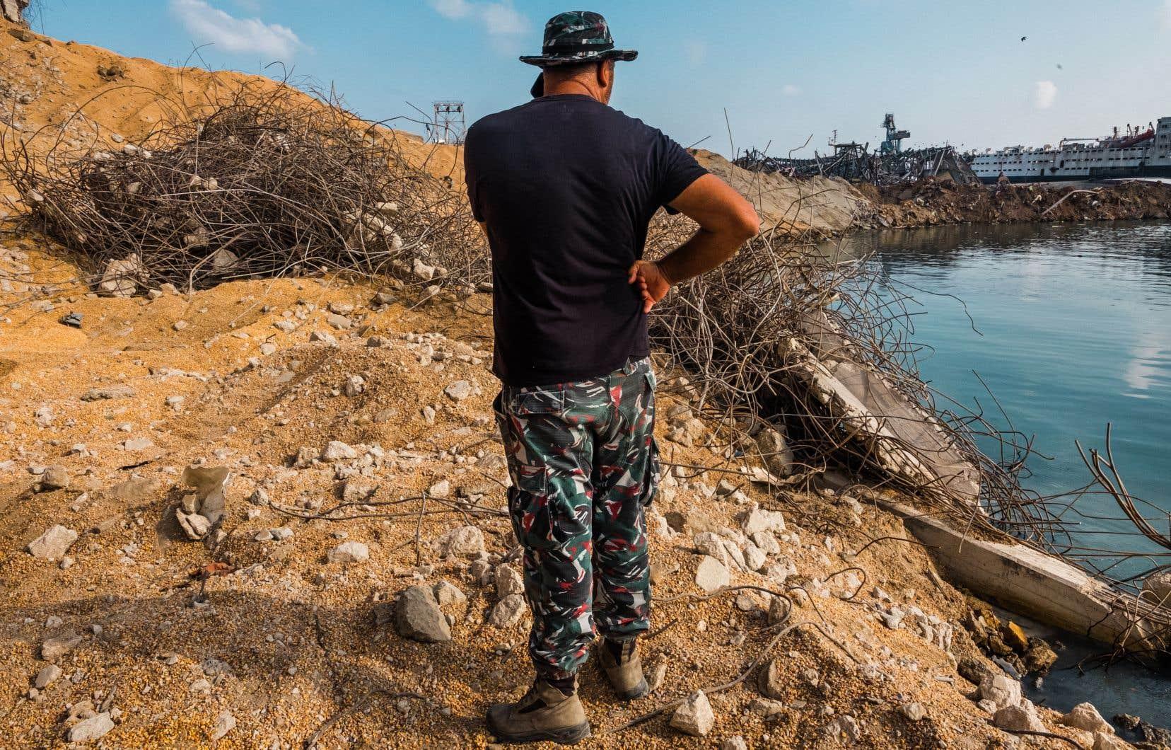 Michel El Murr, lieutenant sapeur-pompier, supervise le site de l'explosion au port de Beyrouth «24 heures sur 24».