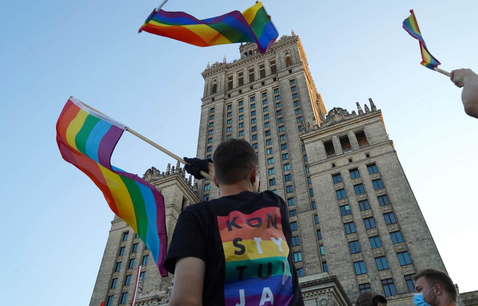 Quarante-huit manifestants ont été interpellés le 7août alors qu'ils tentaient de stopper l'arrestation d'une militante des droits LGBT à Varsovie, connue sous le nom de Margot, avait indiqué samedi la police polonaise.