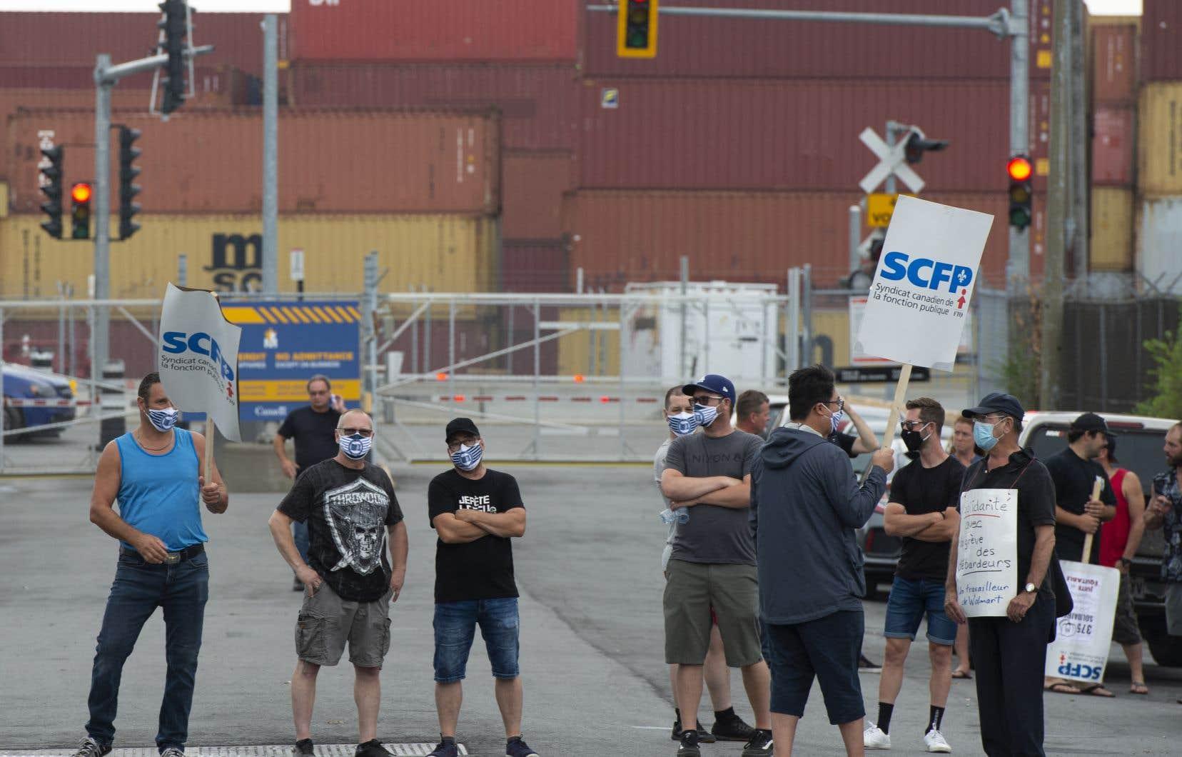 Les débardeurs du Port de Montréal, sans contrat de travail depuis plus de deux ans, ont déclenché une grève générale illimitée lundi dernier.