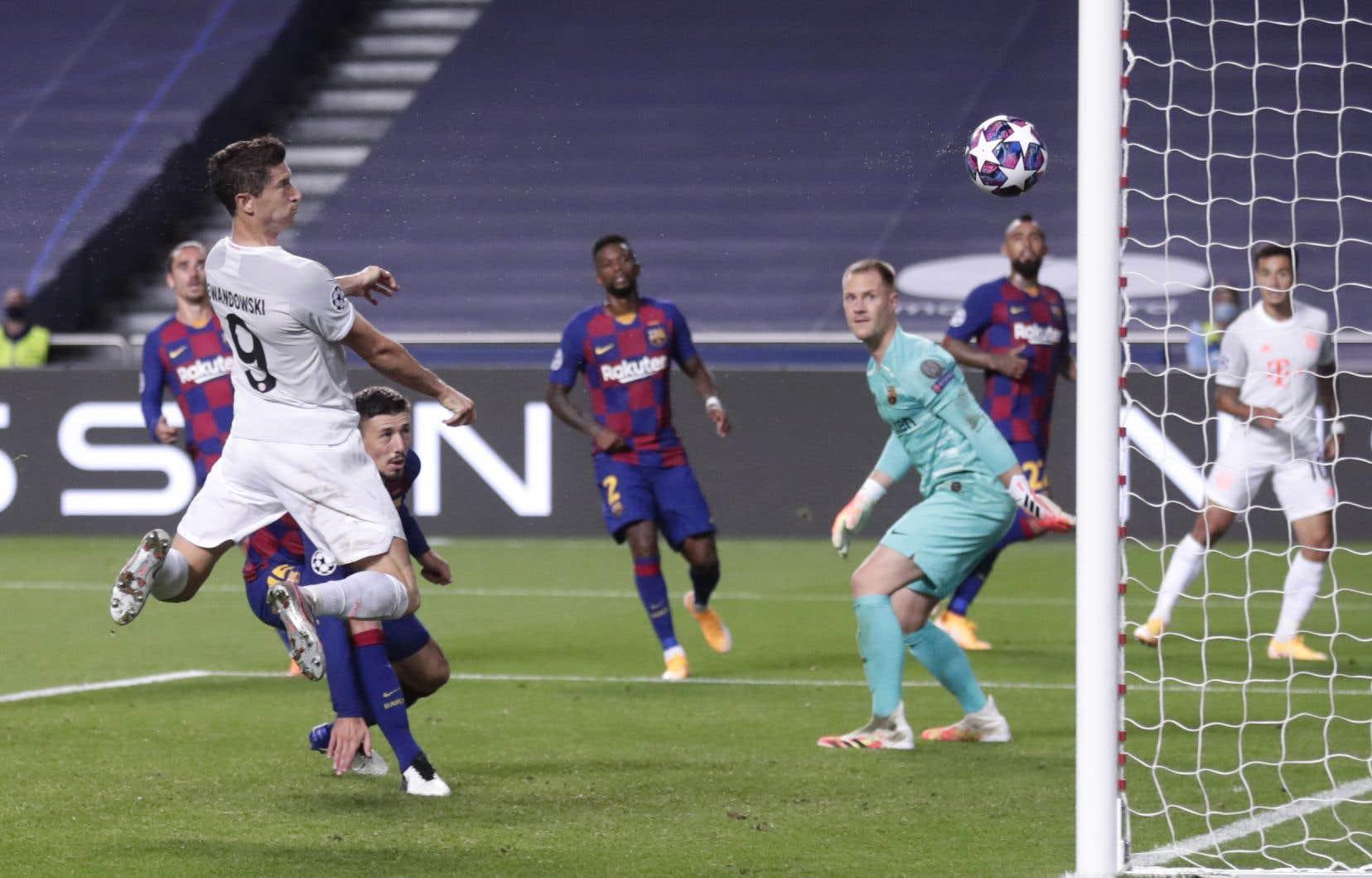 Les Munichois ont marqué un total de huit buts, dont quatredans la première demi-heure de jeu.