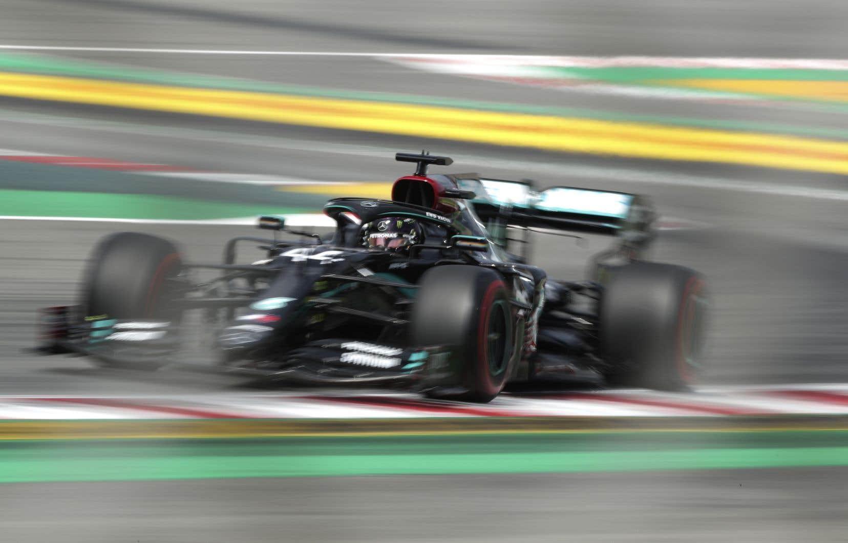 «Je crois que ce sera une course très difficile», a confié Lewis Hamilton, précisant qu'avec la température élevée en Espagne, la piste devient «une véritable patinoire».