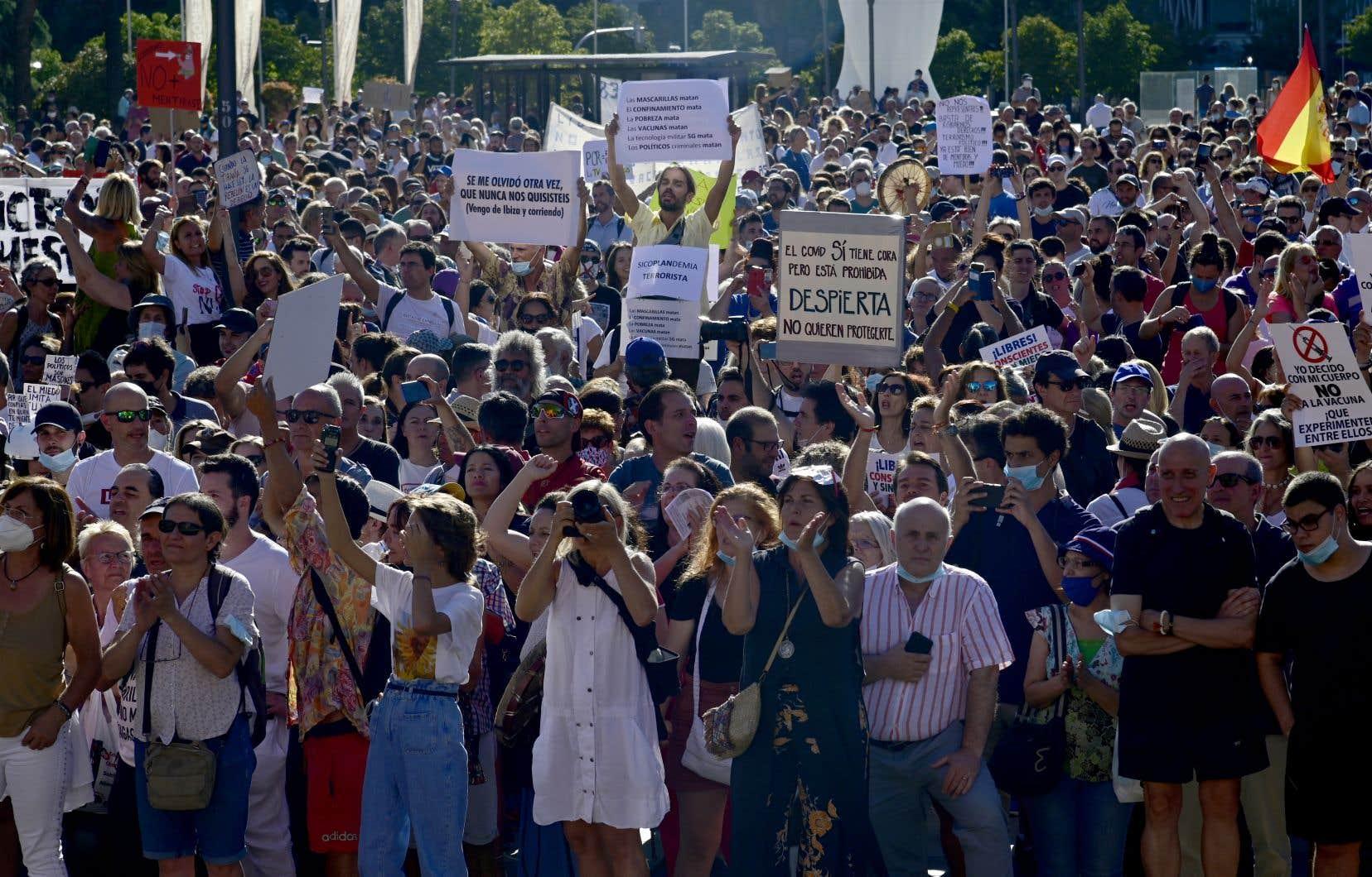 La foule, mobilisée par les réseaux sociaux, s'est rassemblée dans le centre de la capitale espagnole.
