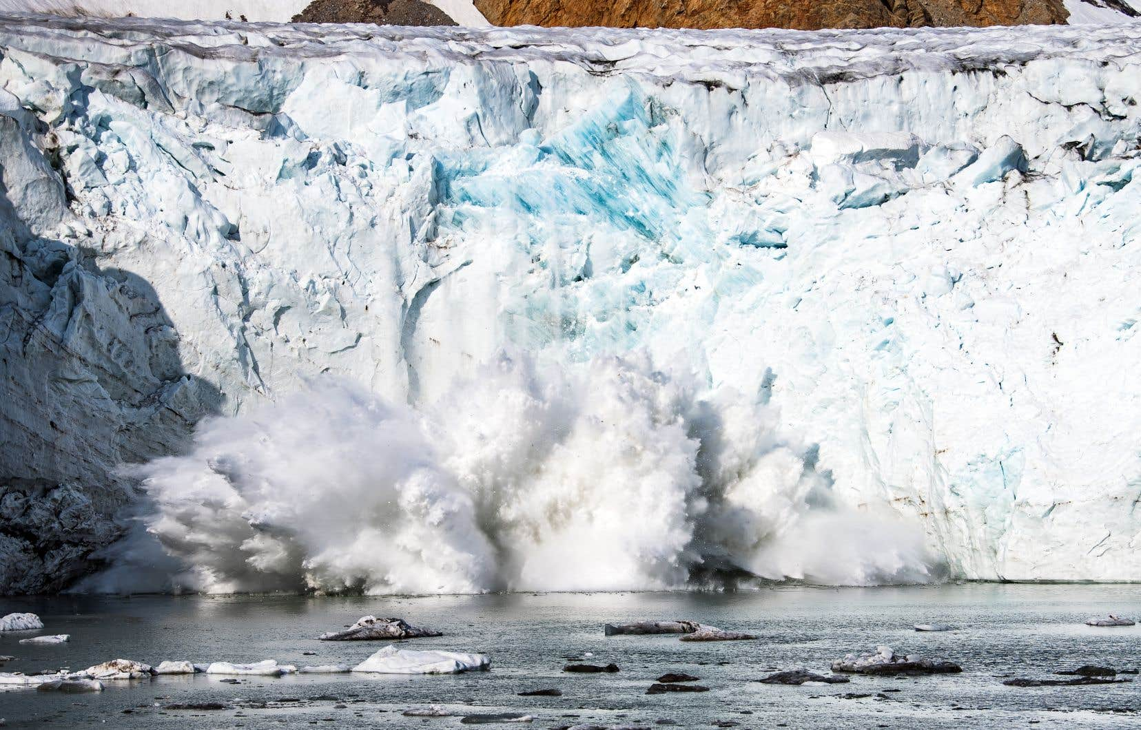 Le changement climatique pèse lourd sur les glaciers et la fonte de la calotte glaciaire menace des dizaines de millions de personnes dans le monde entier.