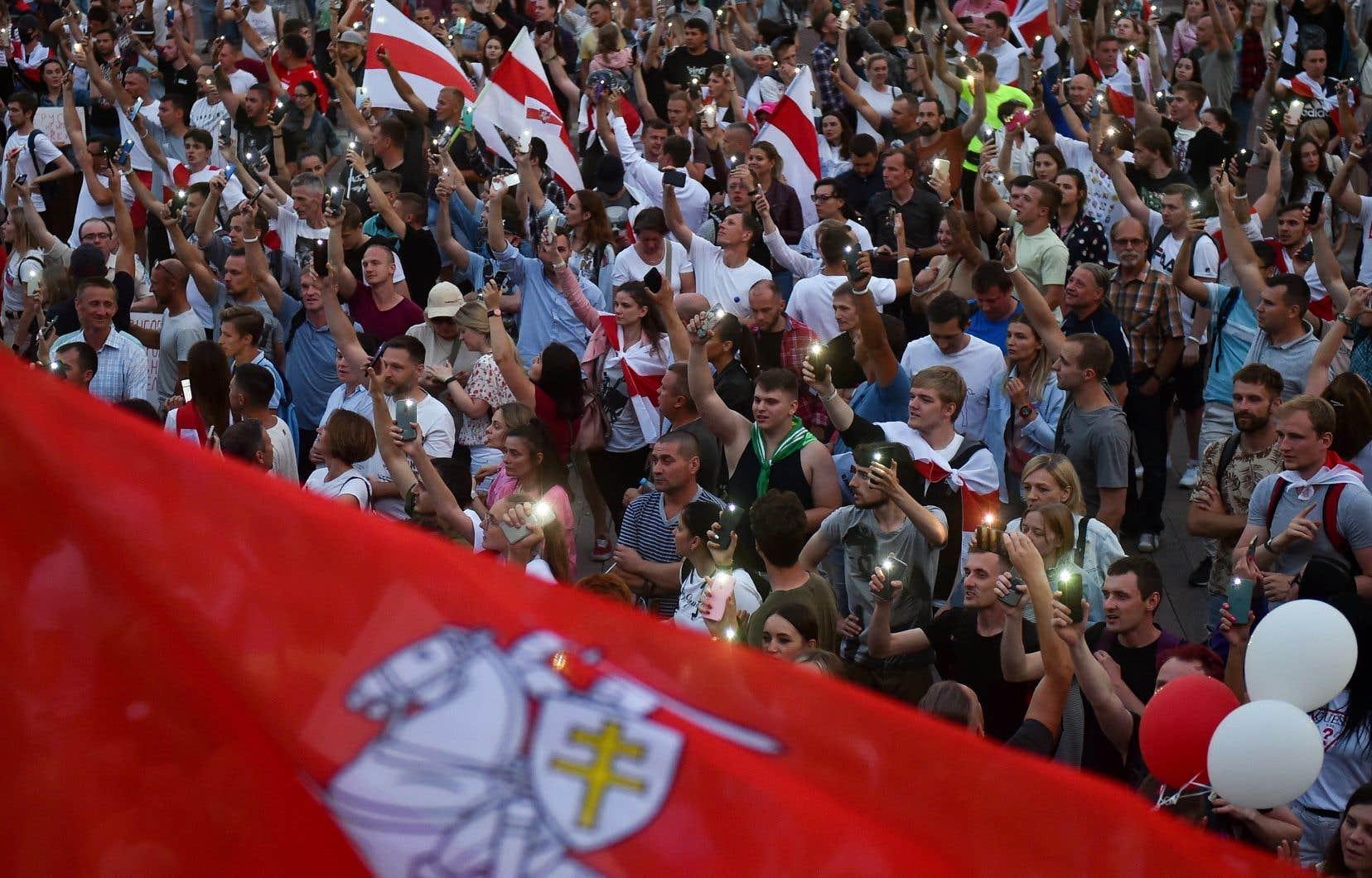 La Biélorussie fait aujourd'hui face à des manifestations sans précédent, rappellent les auteurs.