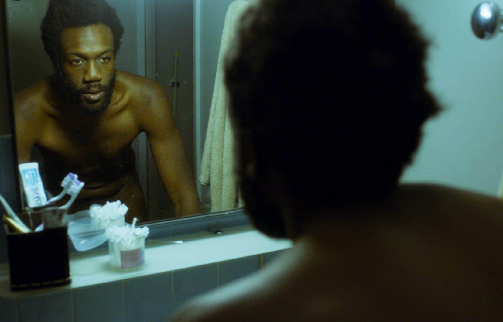 Dans cette  histoire d'un homme noir  qui possède le don d'invisibilité puis qui le  perd entre  deux amours, Jean-Christophe Folly donne  la réplique  à Isabelle Carré et à Golshifteh  Farahani.