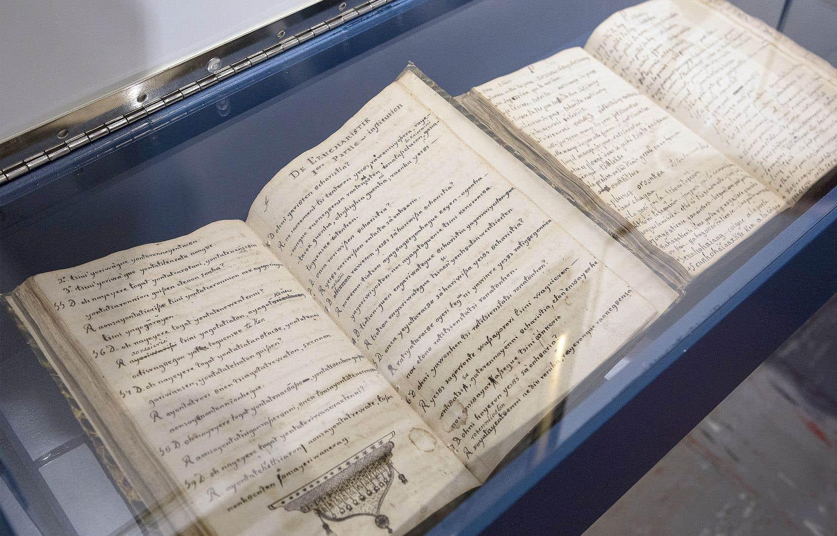 Les archives des Sulpiciens représentent l'équivalent d'un kilomètre de documents textuels. Il faut ajouter notamment à cela 75000 pièces iconographiques et plus de 8000 cartes géographiques. Sur la photo, le vieux séminaire de Saint-Sulpice, à Montréal.