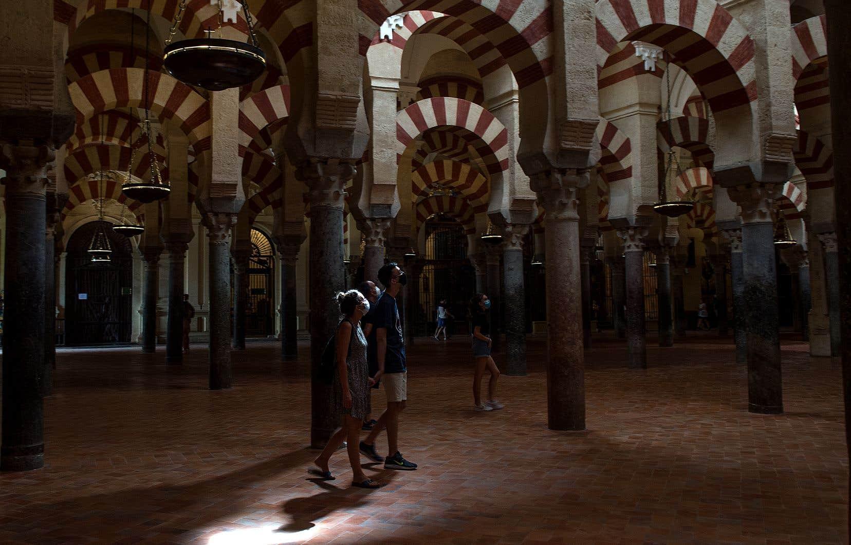 En Espagne, plus de 7000 nouveaux cas se sont déclarés en 24 heures.