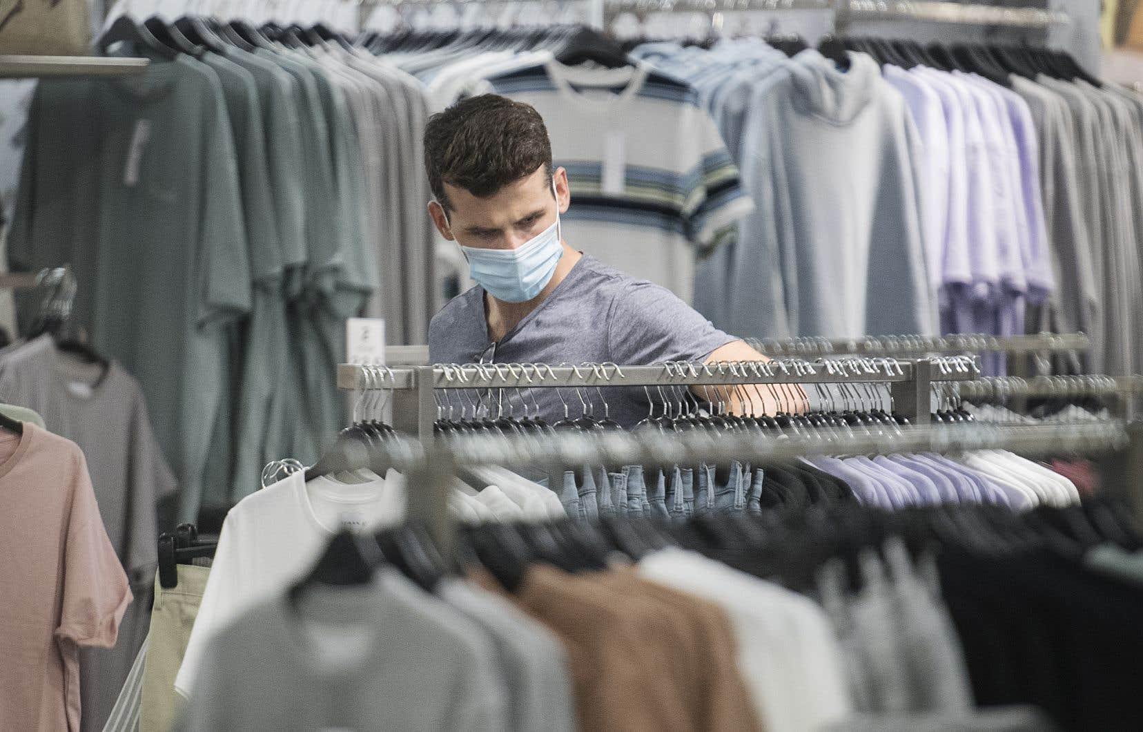 Les ventes ont progressé dans tous les secteurs, mais celui du vêtement a connu la plus grande croissance avec celui de l'automobile.