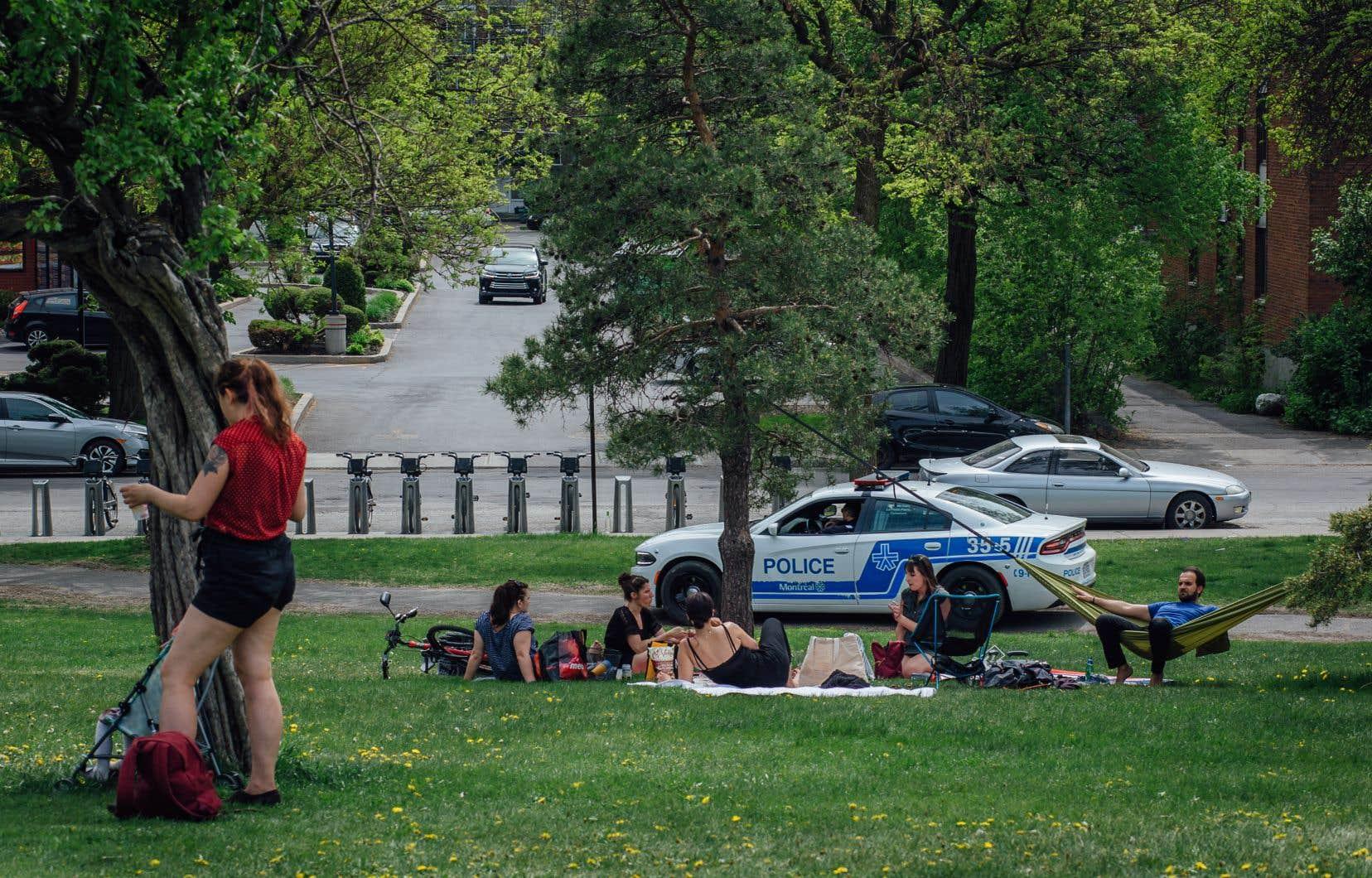 Un grand nombre de ces constats d'infraction ont été délivrés à des individus ayant participé à des rassemblements illégaux.