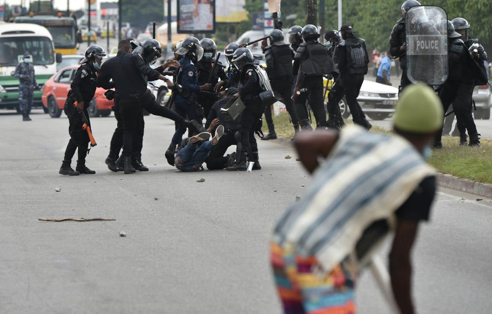 L'annonce, le 6 août, de la candidature d'Alassane Ouattara à un troisième mandat avait dégénéré en trois jours de violences. Une dizaine de personnes sont mortes dans les affrontements des dernières semaines en Côte d'Ivoire.