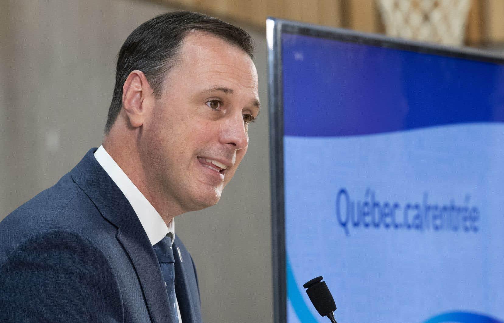 Des écoles secondaires ont aussi dû changer leurs horaires à la dernière minute après la précision apportée par le ministre de l'Éducation, Jean-François Roberge, au sujet des activités sportives et artistiques.