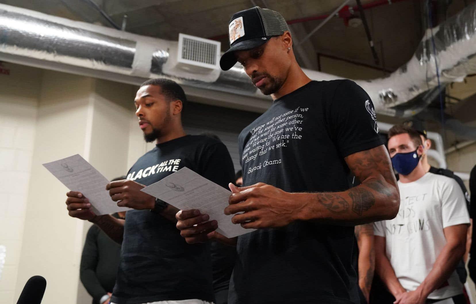 Au nom de leur équipe, les Bucks de Milwaukee, Sterling Brown et George Hill ont demandé justice pour Jacob Blake, abattu par un policier.