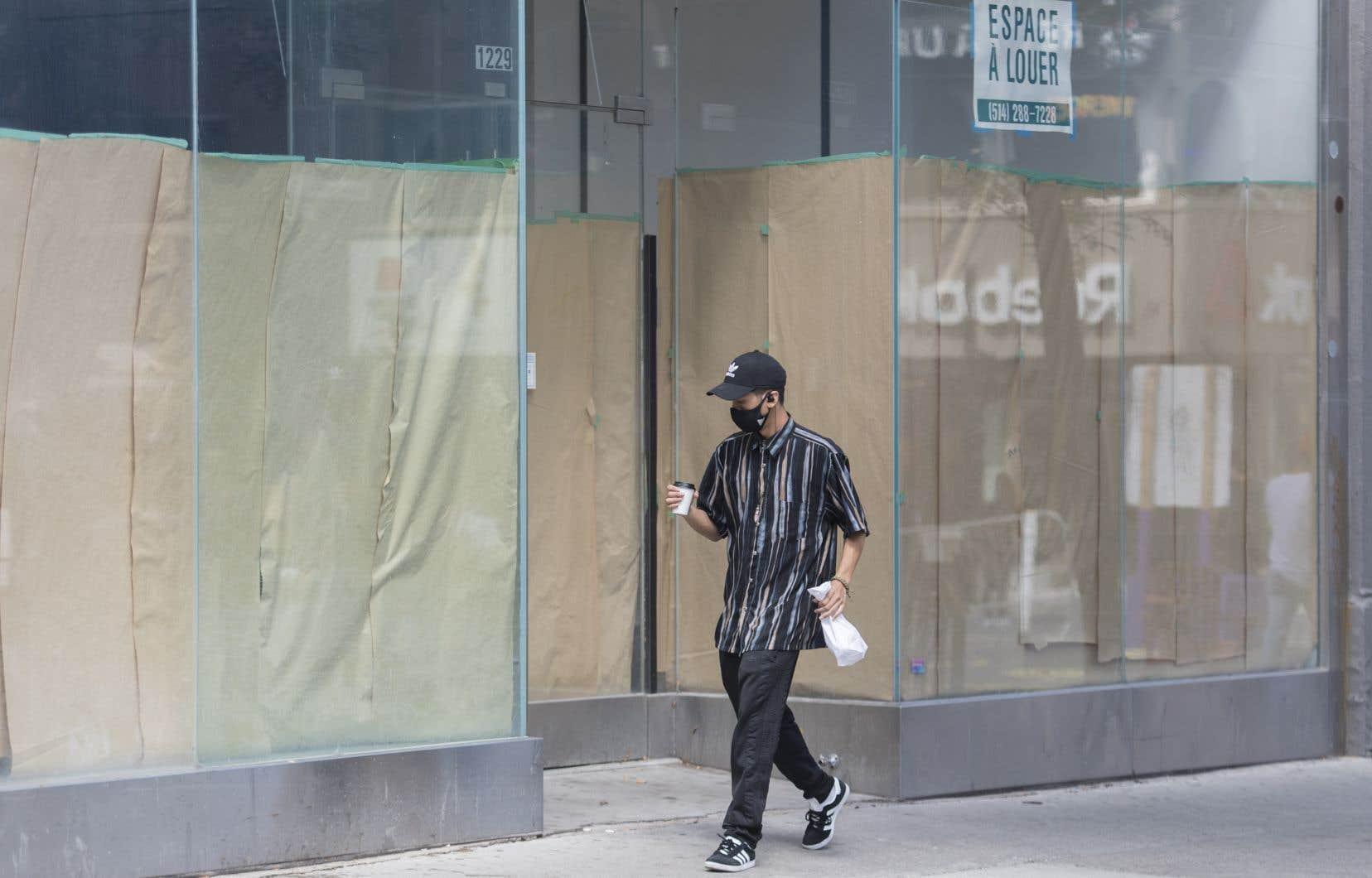 La pandémie de COVID-19 a conduit à la fermeture d'entreprises non essentielles et a ralenti l'économie.
