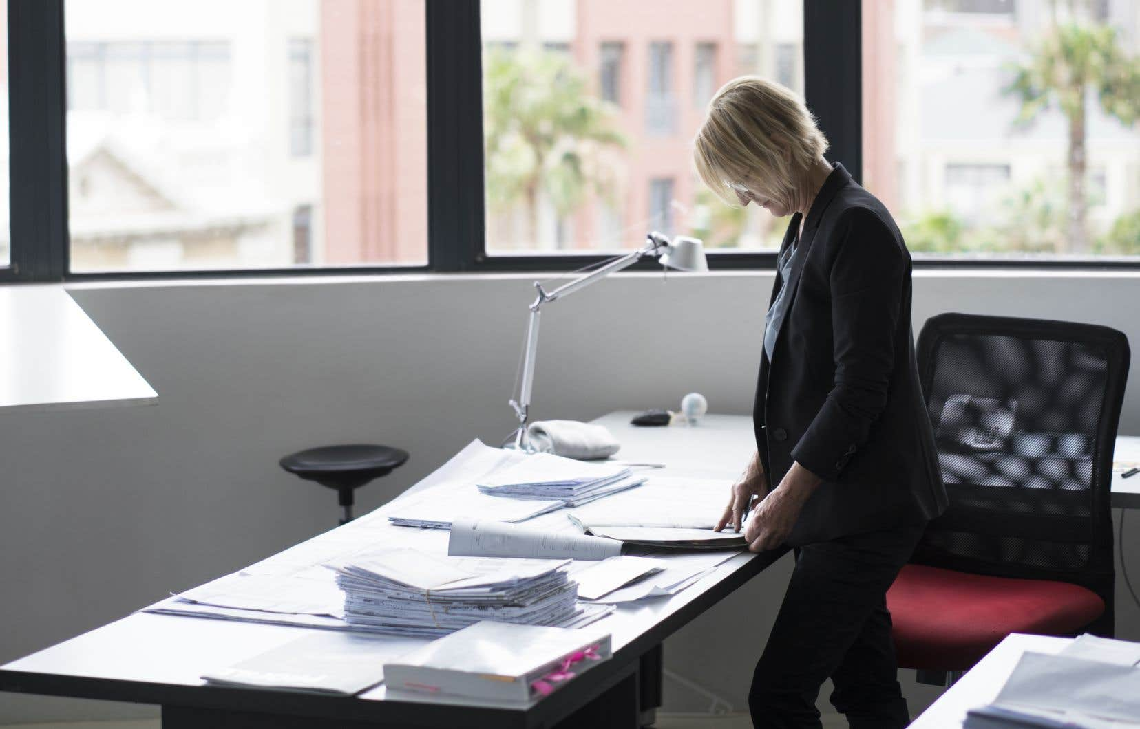 «[L]es nouvelles caractéristiques de l'organisation du travail — télétravail, automatisation de certaines fonctions, redéfinition de postes et restructuration d'entreprises — risquent de refaçonner le marché du travail de façon quasi permanente», prédit l'auteur.