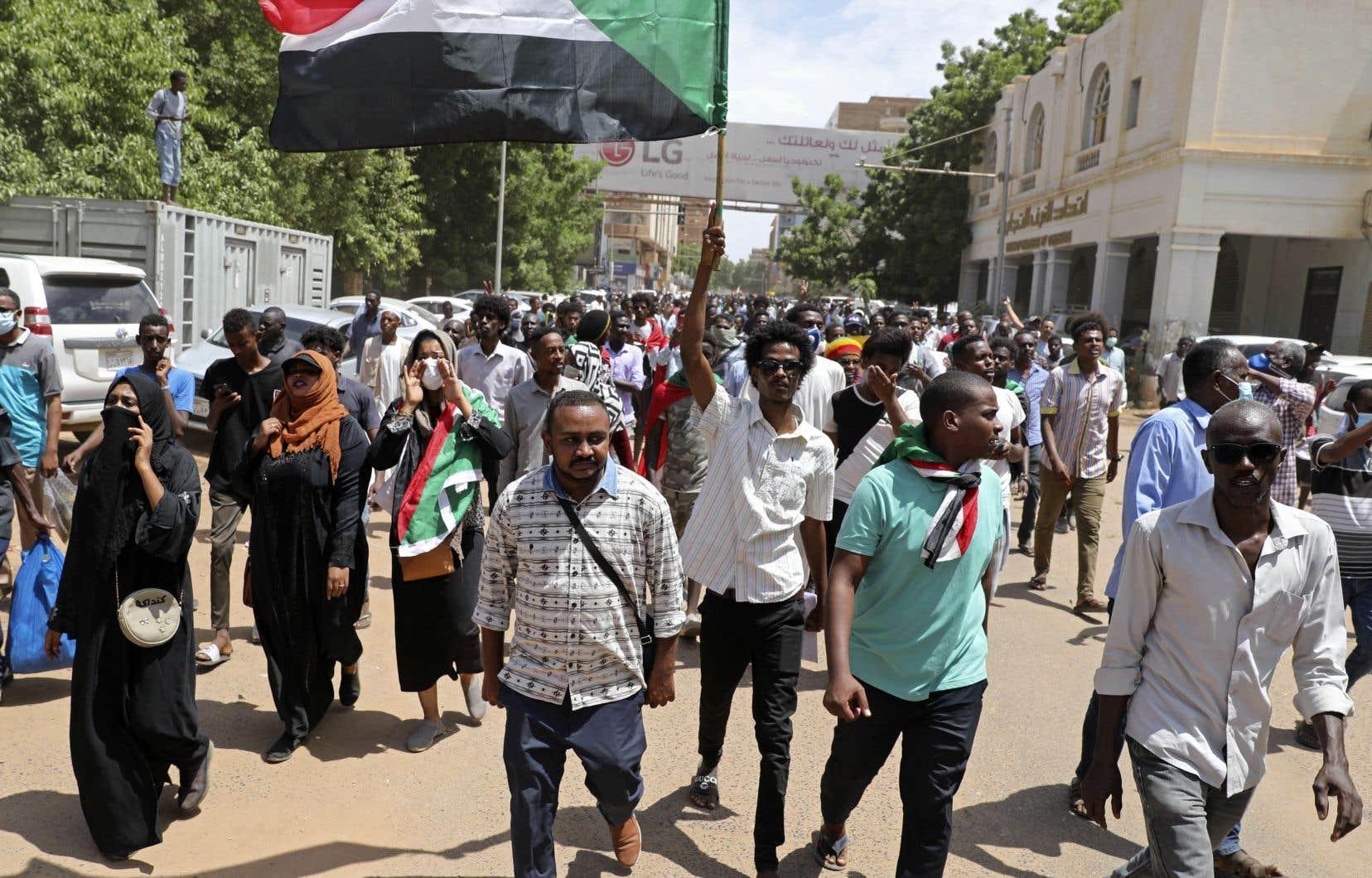 Il y a deux semaines, des manifestants réclamaient à Karthoum davantage de réformes, un an après la chute du régime d'Omar el-Béchir.