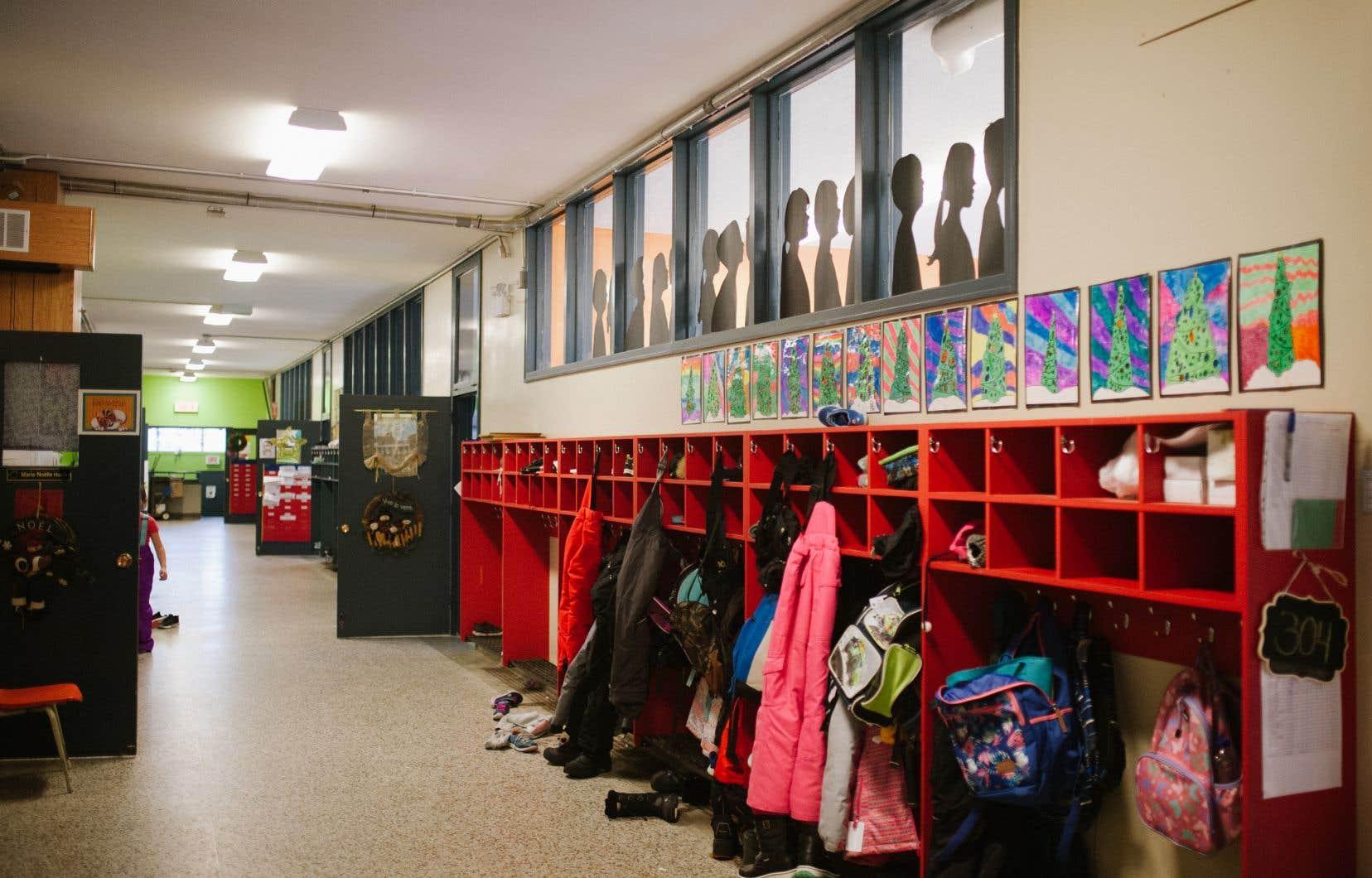 Selon les enseignantes interrogées, il est impossible de se tenir en tout temps à deux mètres des élèves.