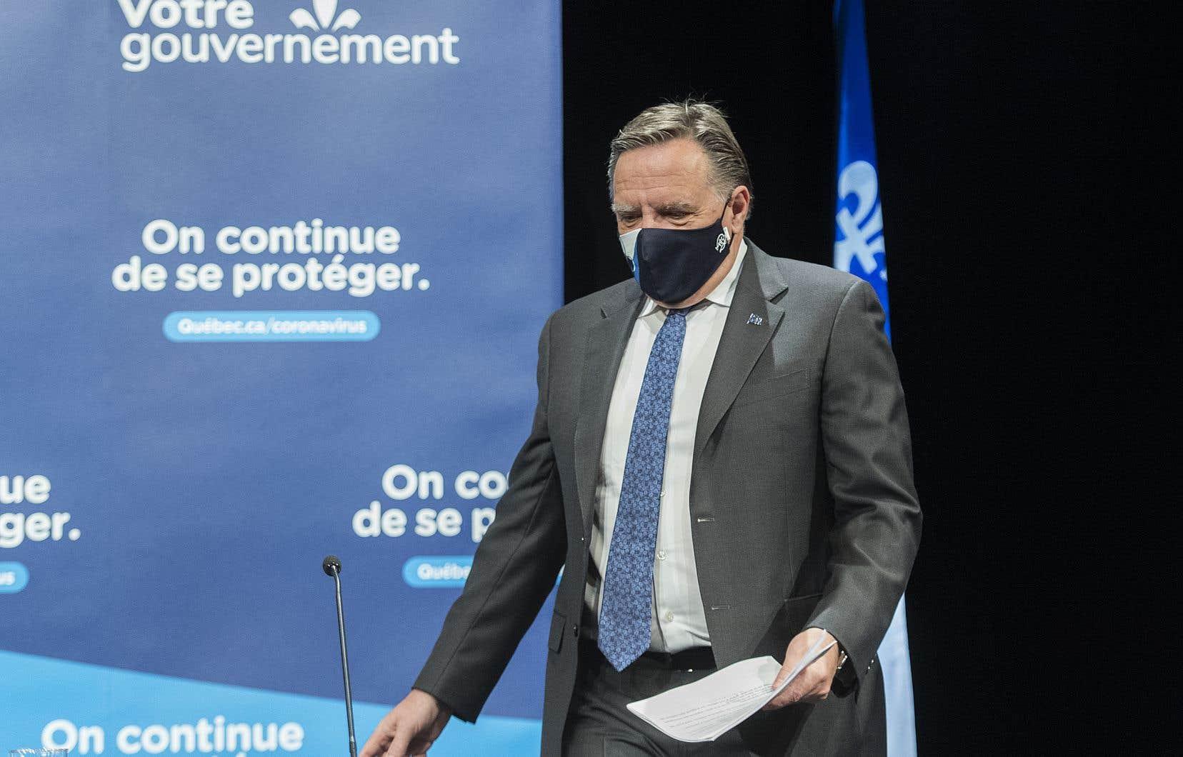Les menaces auraient été proférées après uneentrevue accordée par François Legault à une radio de la région de Québec concernant le port du masque et les mesures sanitaires gouvernementales.