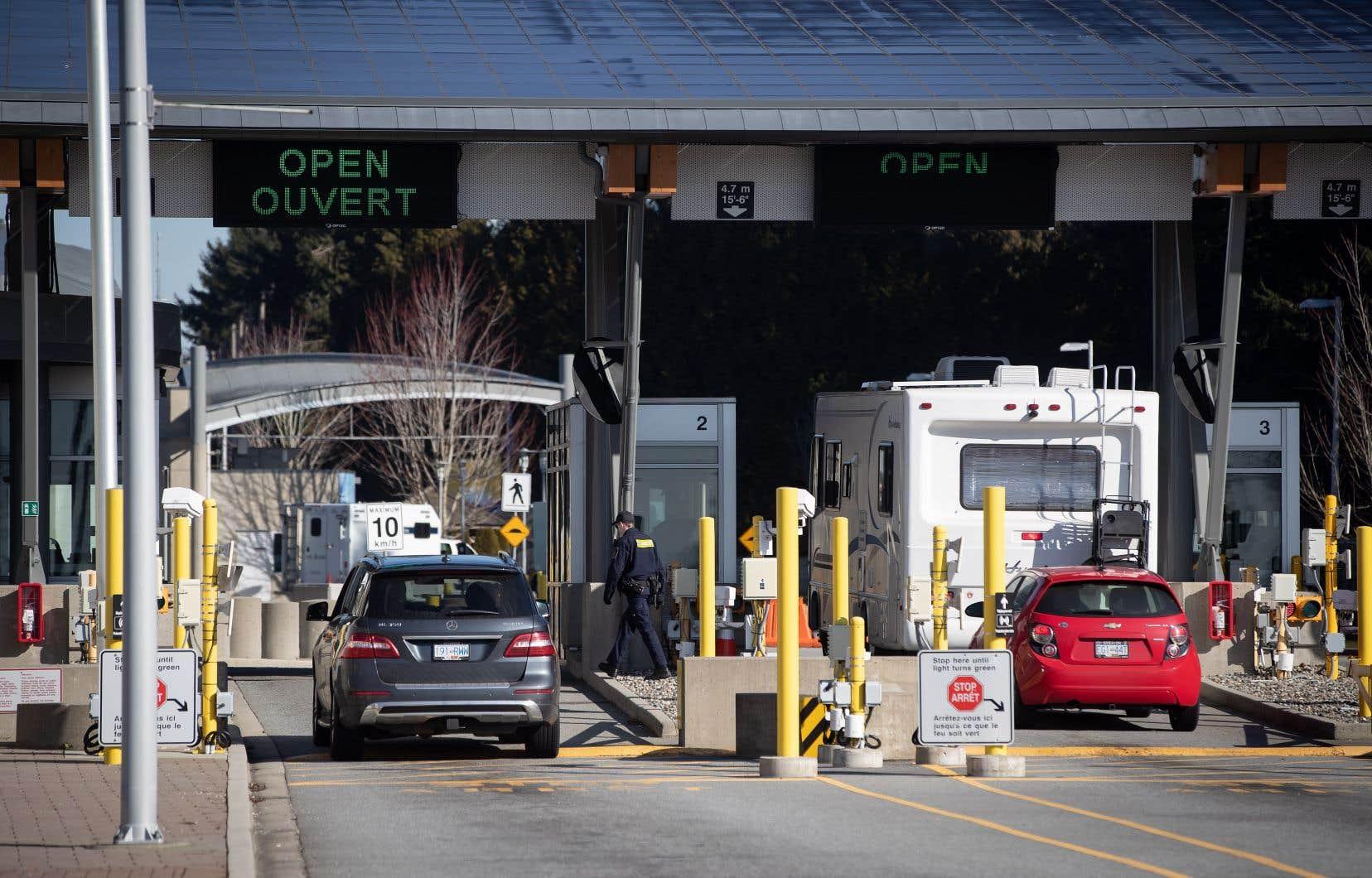 Le Canada et les États-Unis ont fermé le 21mars leur frontière commune, sauf pour le commerce des biens et marchandises et les travailleurs essentiels.