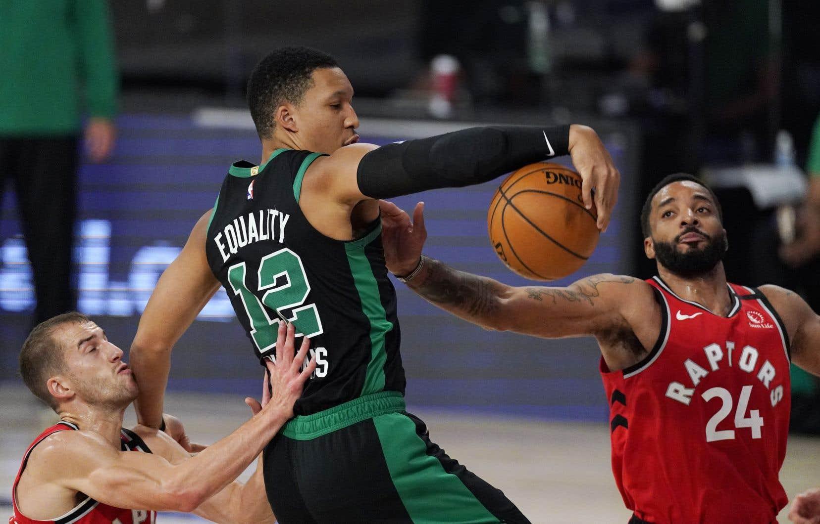 Les Celtics de Boston ont facilement battu les Raptors de Toronto 111-89, lundi soir.
