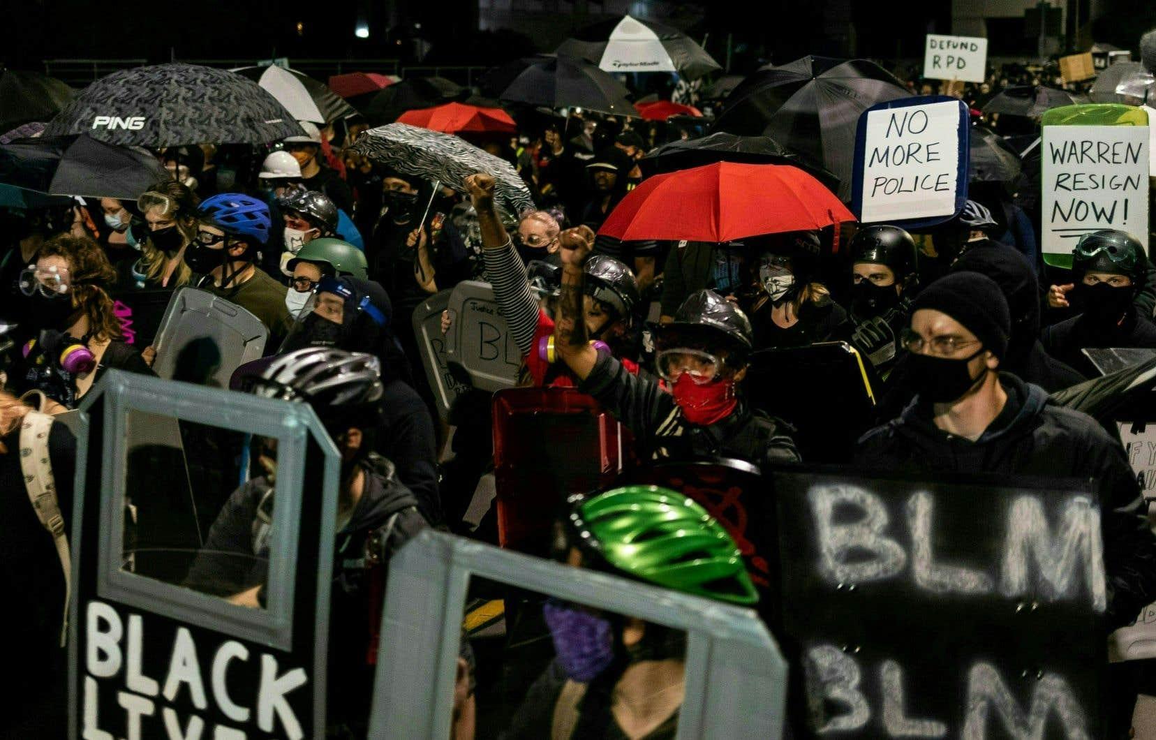 Le décès de Daniel Prude fait écho à ceux de George Floyd ou Breonna Taylor, noirs eux aussi, lors d'interpellations violentes, qui ont suscité des centaines de manifestations aux États-Unis depuis le mois de mai.