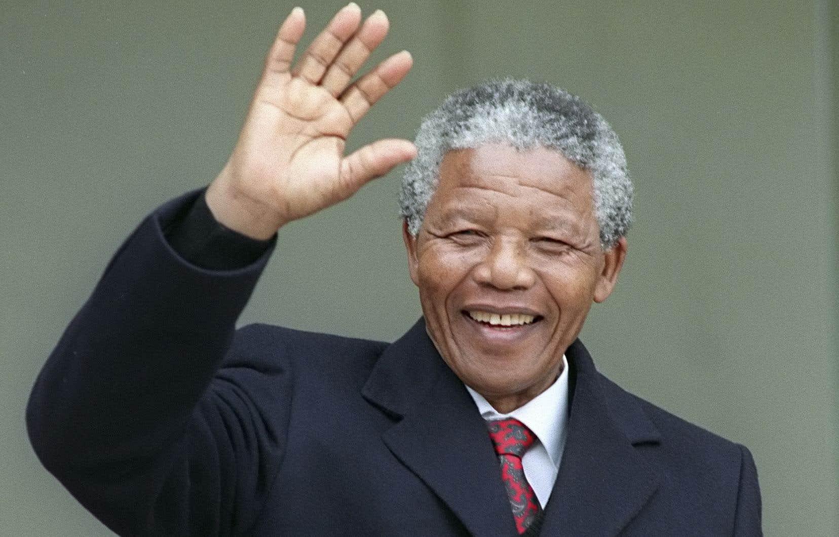 Nelson Mandela a été élu président en 1994 après près de trois décennies passées en prison pour son combat contre le régime raciste de l'apartheid.
