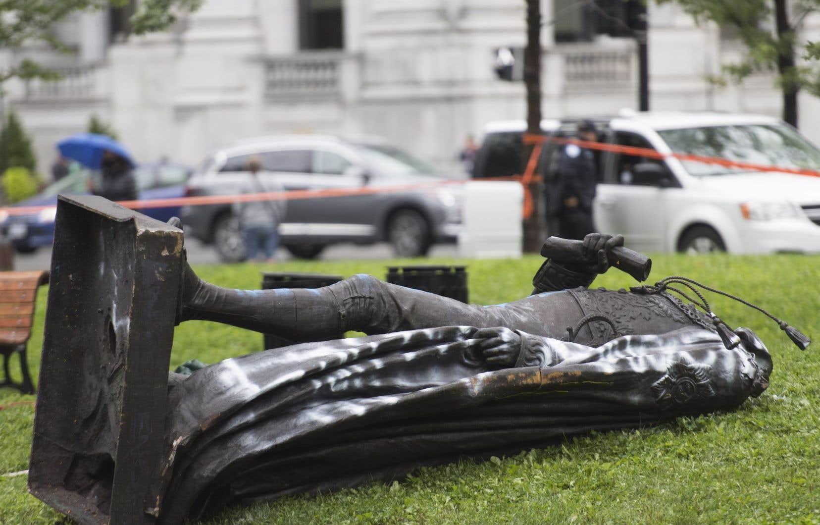 Les trois quarts des répondants au sondage se sont dits contre le démantèlement «spontané» de la statue de John A. Macdonald par des militants le mois dernier.