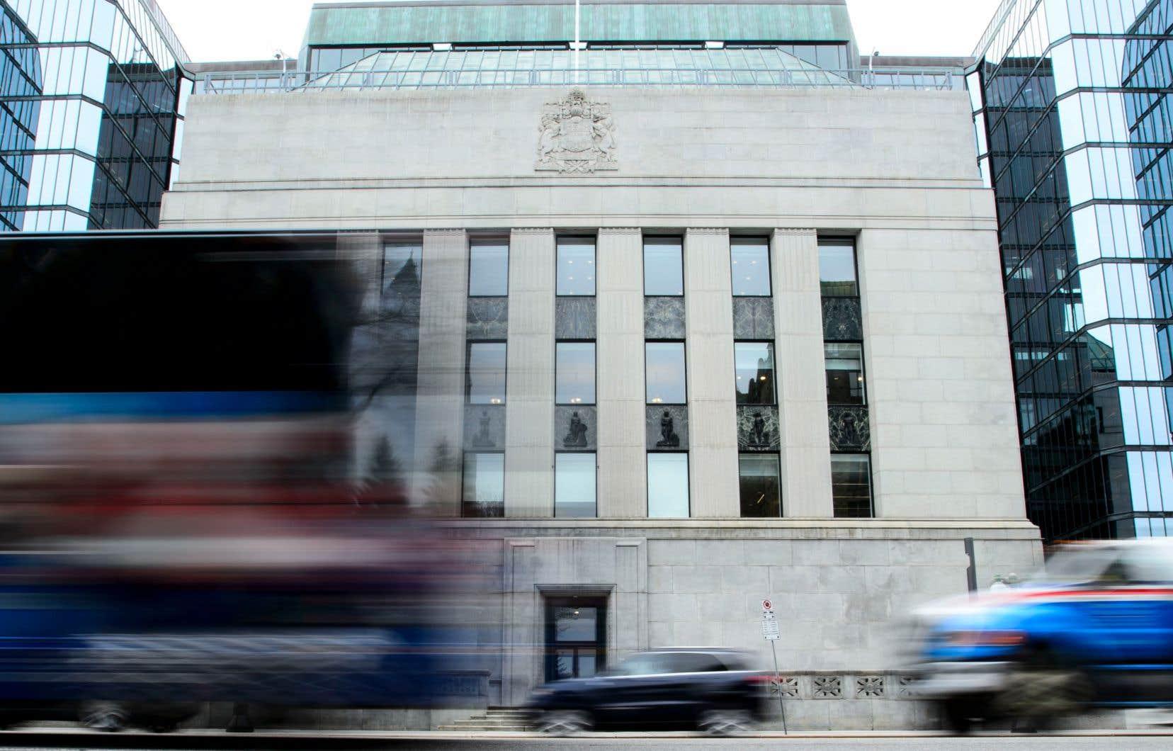 La Banque entend maintenir son taux directeur plancher jusqu'à ce que l'inflation revienne à sa cible de 2% «de manière durable».