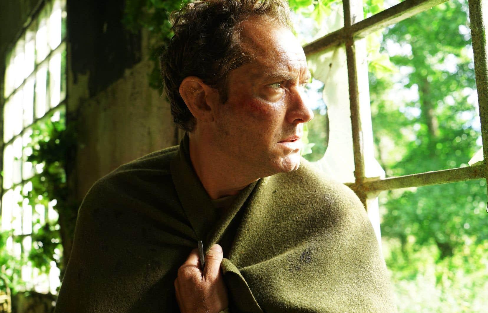 Les trois premiers épisodes mettent en vedette Jude Law dans le rôle de Sam.