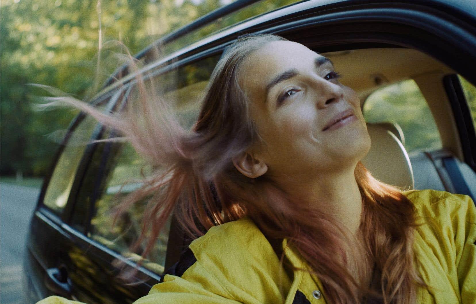 Le principal atout du film, dont elle est la révélation, est Mya Bollaers. Jeune femme trans dans la vie, elle offre une performance saisissante d'authenticité, et surtout de nuances   .