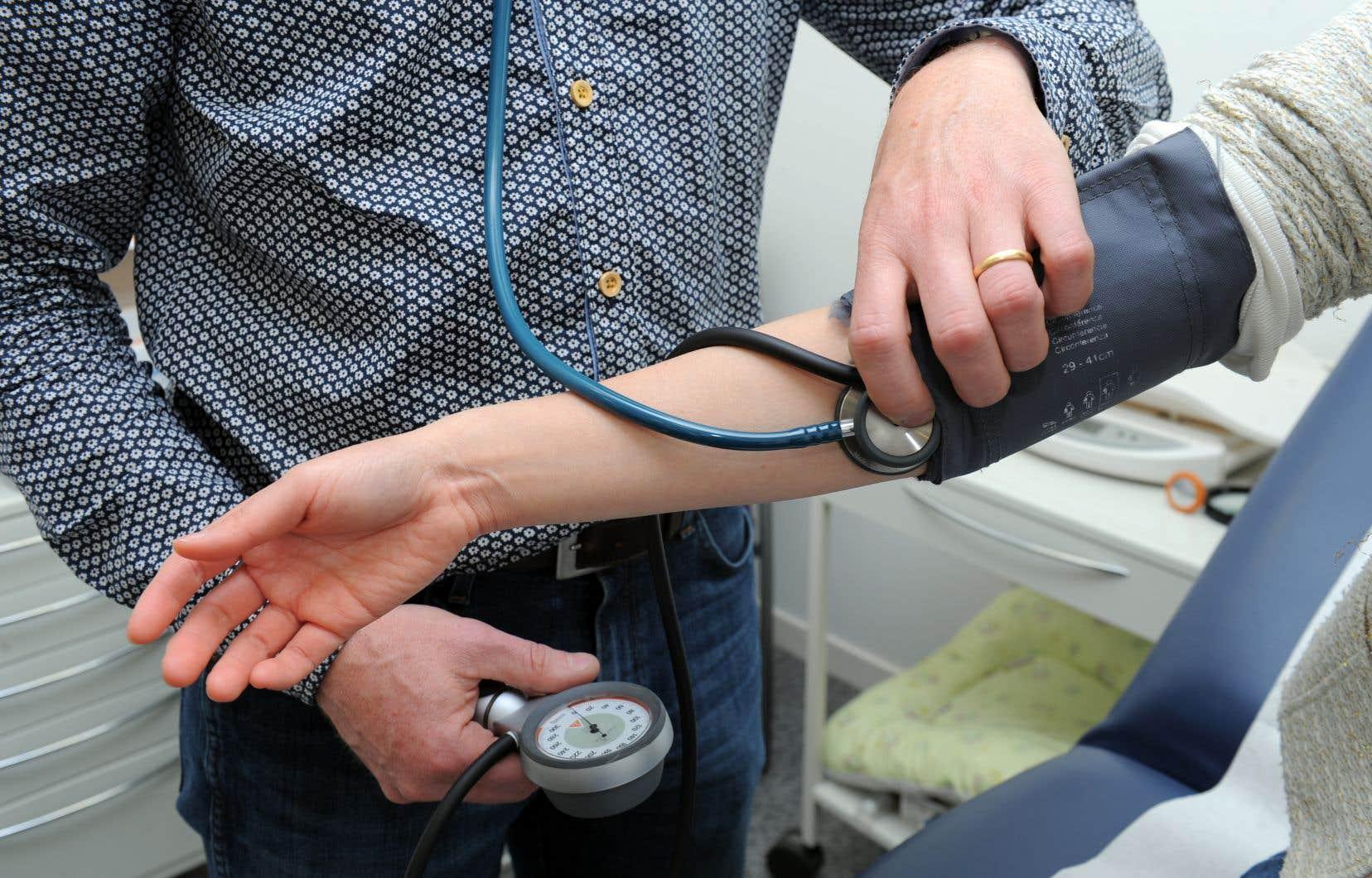 Pendant le confinement, les médecins ne pouvaient pas rencontrer de nouveaux patients, en plus de prendre du retard dans les rendez-vous avec ceux qu'ils suivaient déjà.