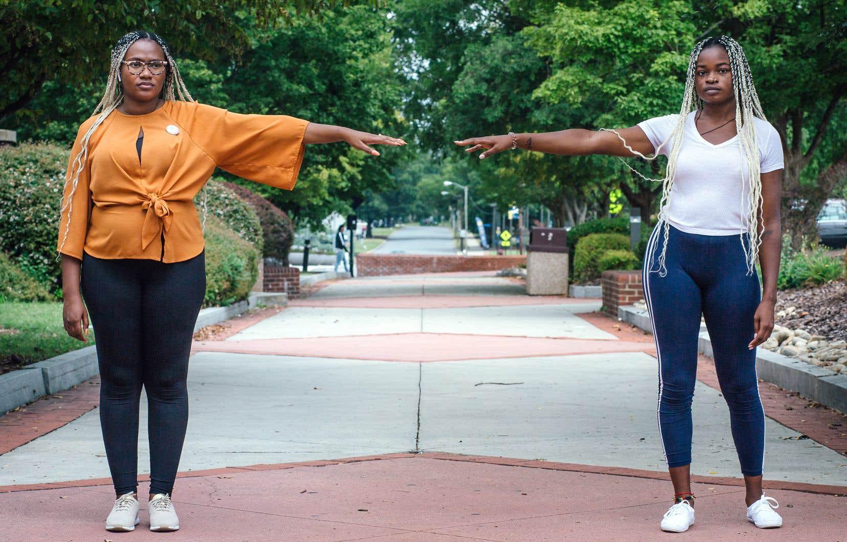 Vashti Hinton-Smith et Love Caesar se tiennent de part et d'autre de Laurel Street, où une ligne imaginaire menace constamment de séparer le campus de la NCATS, la première et plus grande université traditionnellement noire du pays, en deux districts électoraux distincts.