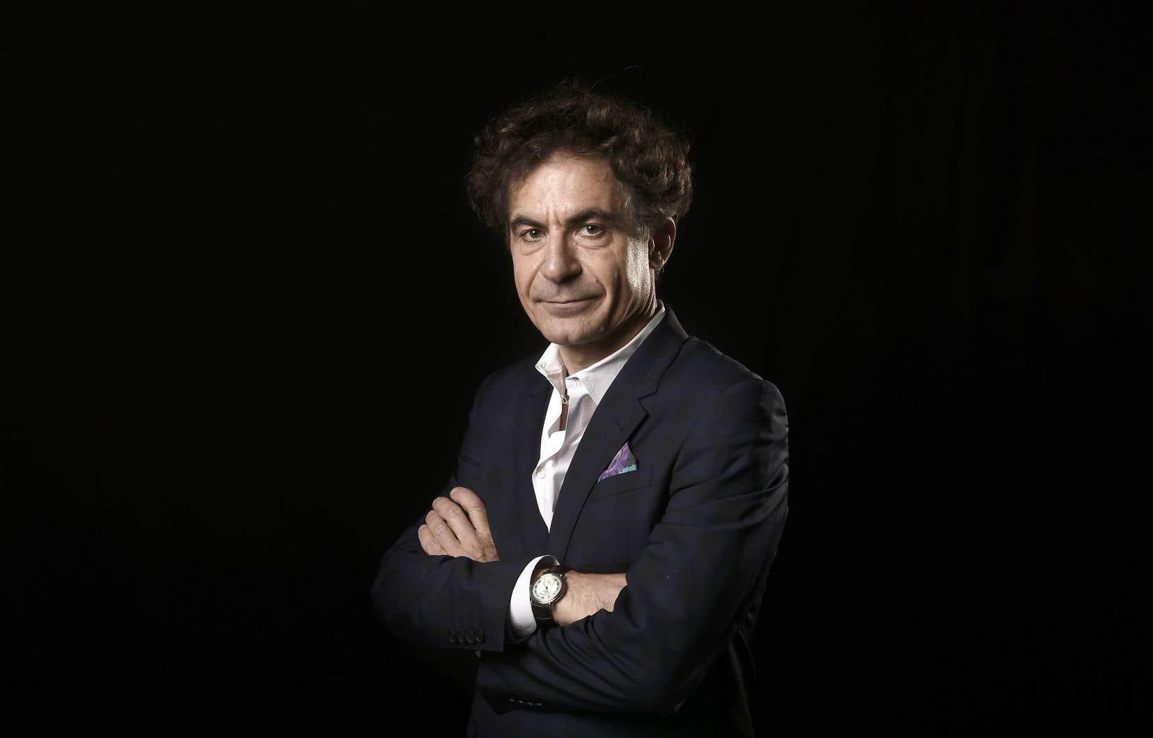 Physicien, mais aussi philosophe des sciences, Étienne Klein est directeur de recherche au Commissariat à l'énergie atomique et aux énergies alternatives (CEA), un grand organisme gouvernemental de recherche scientifique en France.
