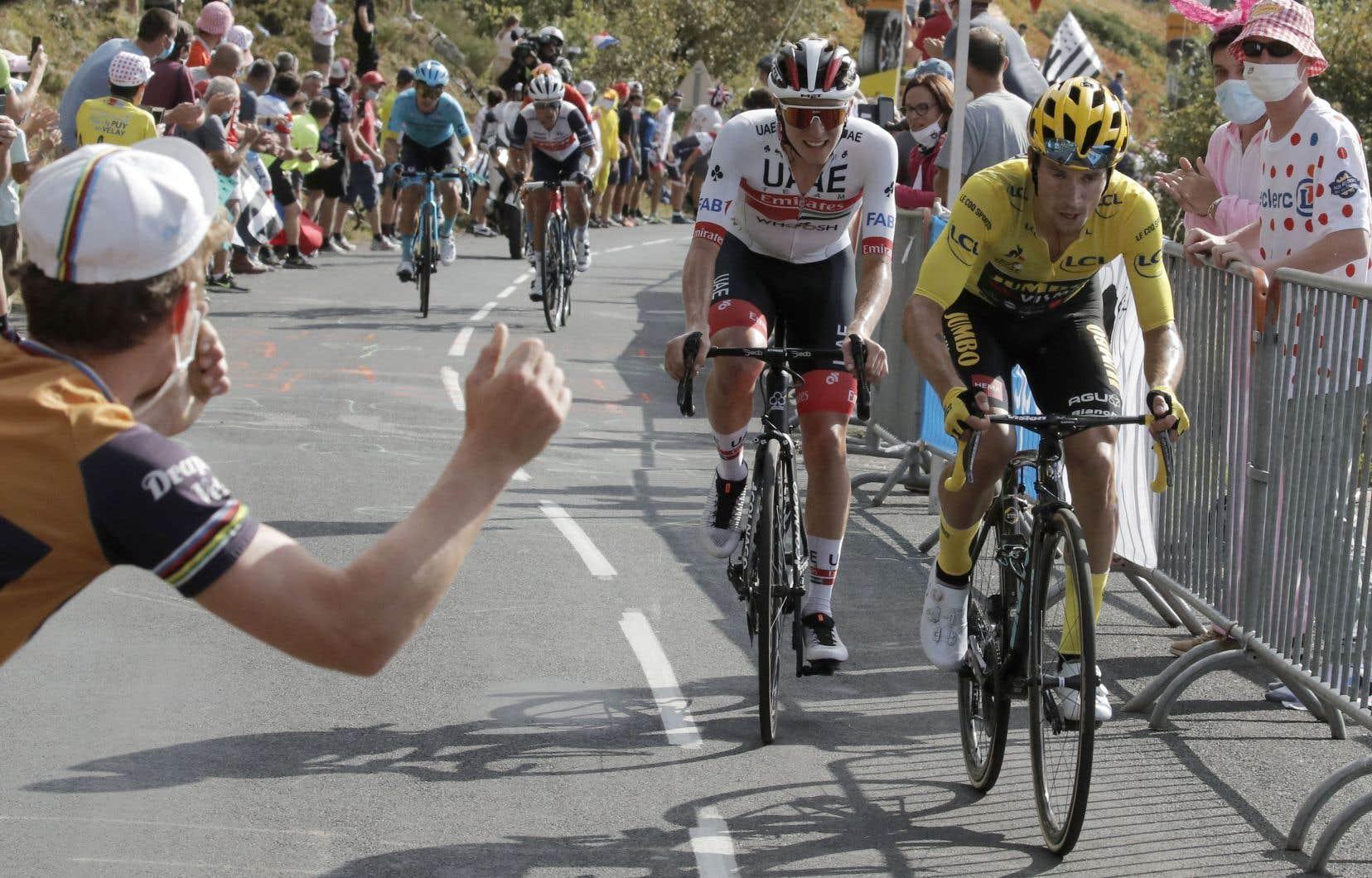 Le maillot jaune Primoz Roglic et Tadej Pogacar ont dominé leurs rivaux dans la 13e étape du Tour de France.