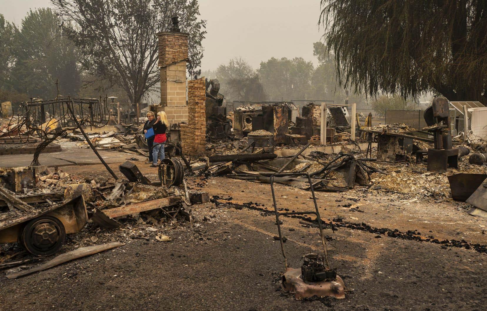 Des quartiers entiers de la petite ville de Talent, en Oregon, ont été dévastés par les flammes. Dans cet État, 10 morts ont été recensés cette semaine, mais les autorités se préparent à ce que le bilan s'alourdisse.