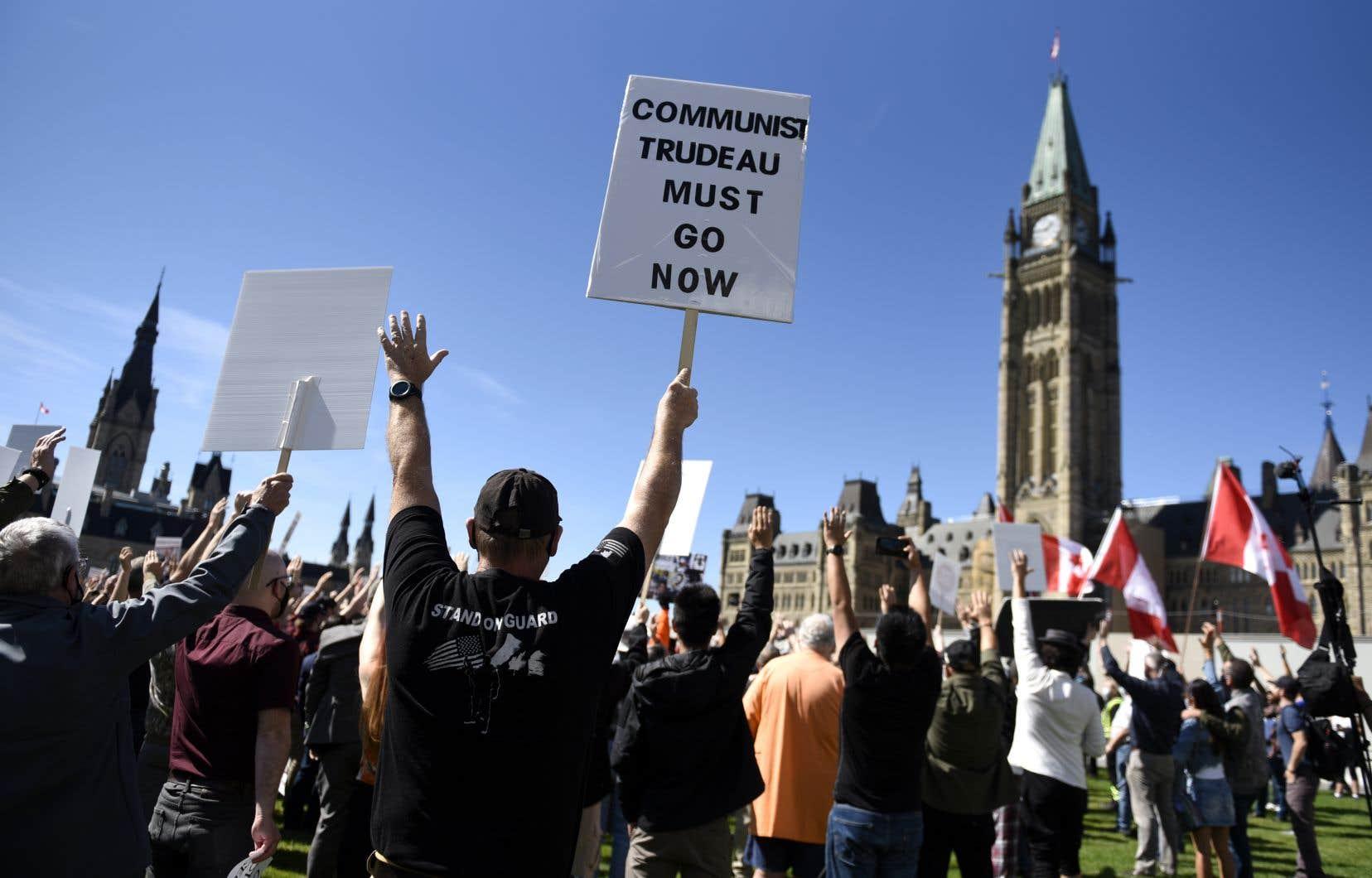 La Coalition canadienne pour le droit aux armes à feu a convoqué samedi un rassemblement devant la colline du Parlement pour faire valoir les droits de ses membres.